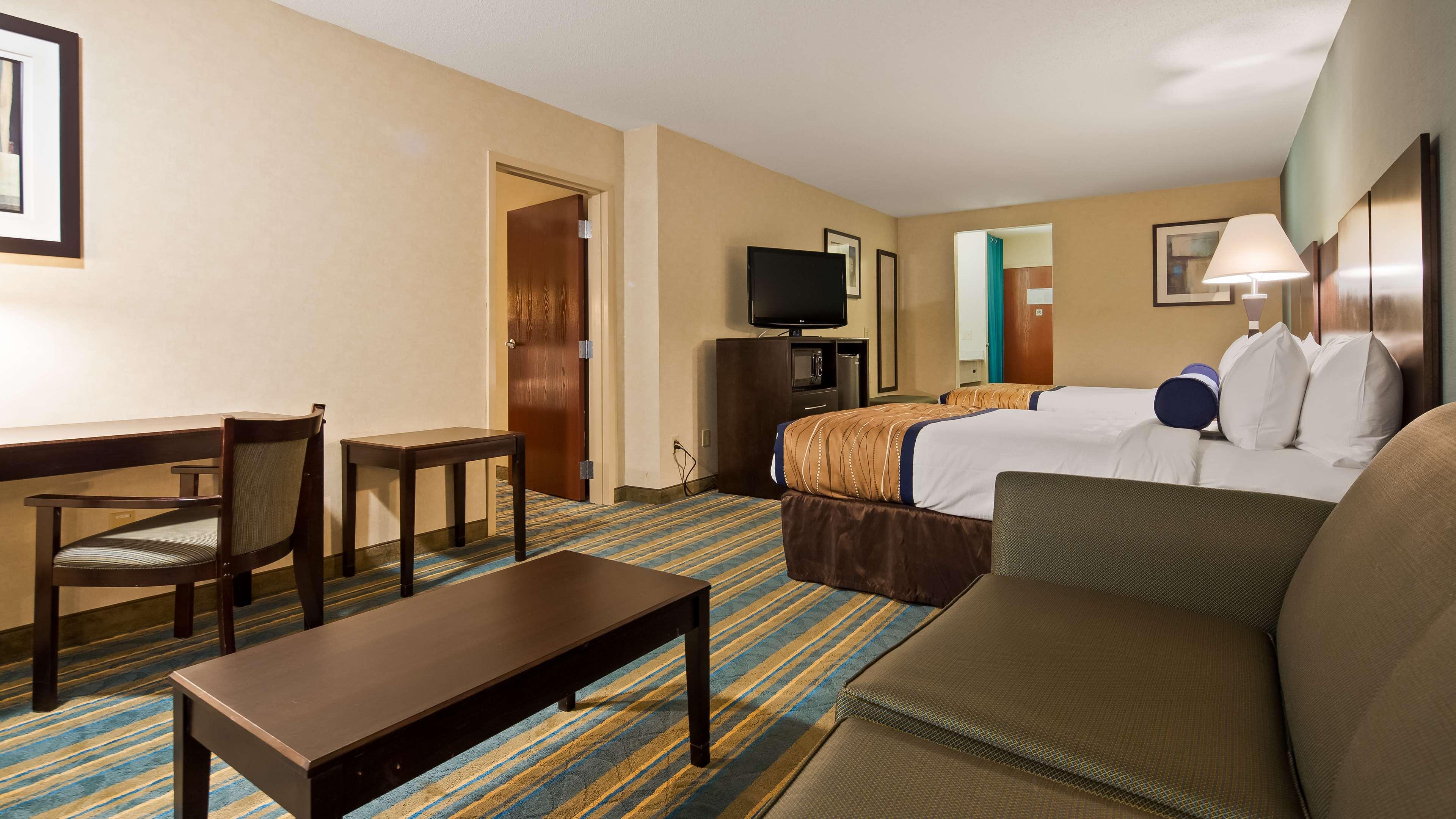 Best Western Plus Berkshire Hills Inn & Suites image 12