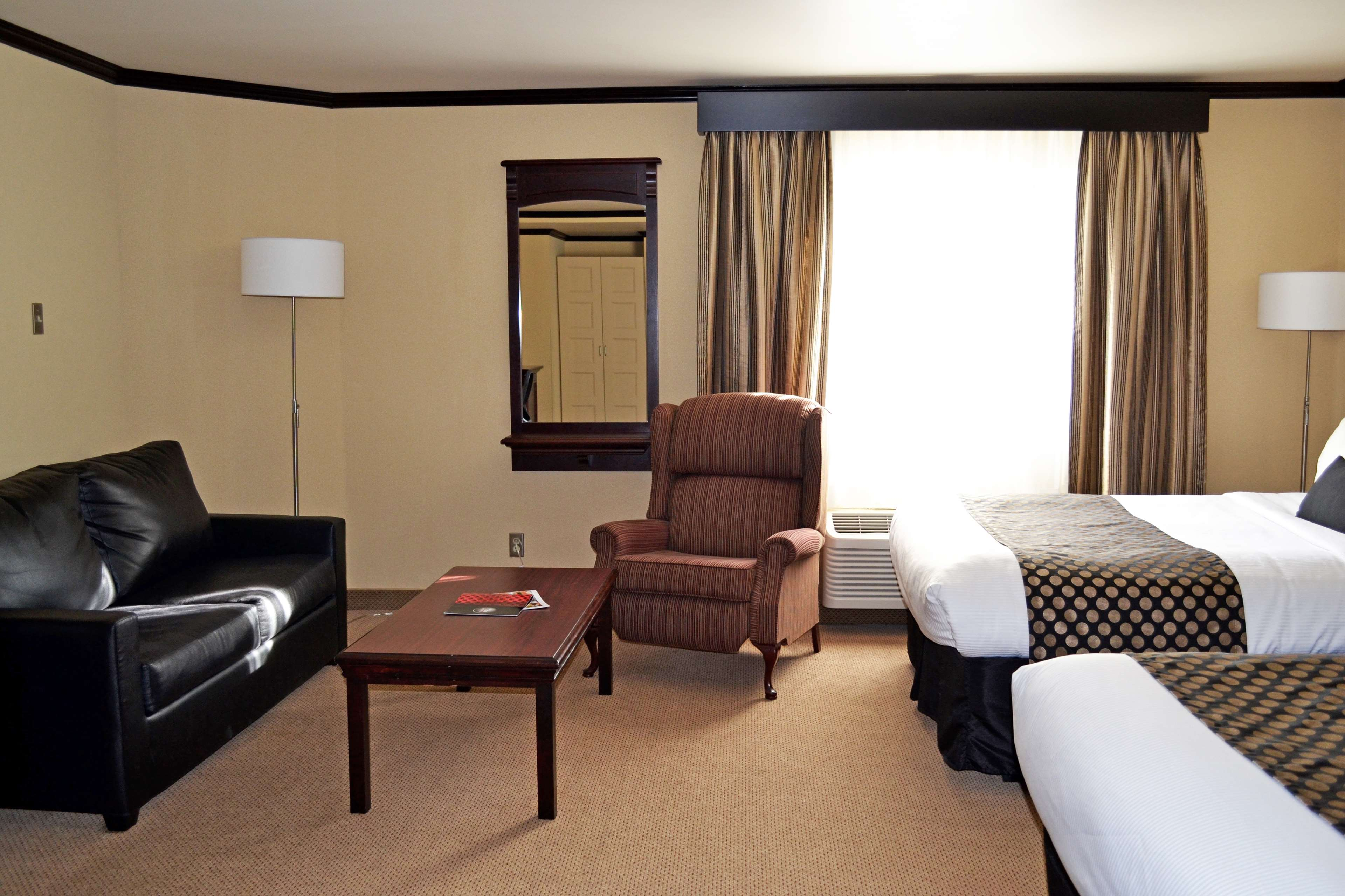 Best Western Plus City Centre/Centre-Ville à Quebec: Business Room Two Queen And Sofa Bed Guest Room