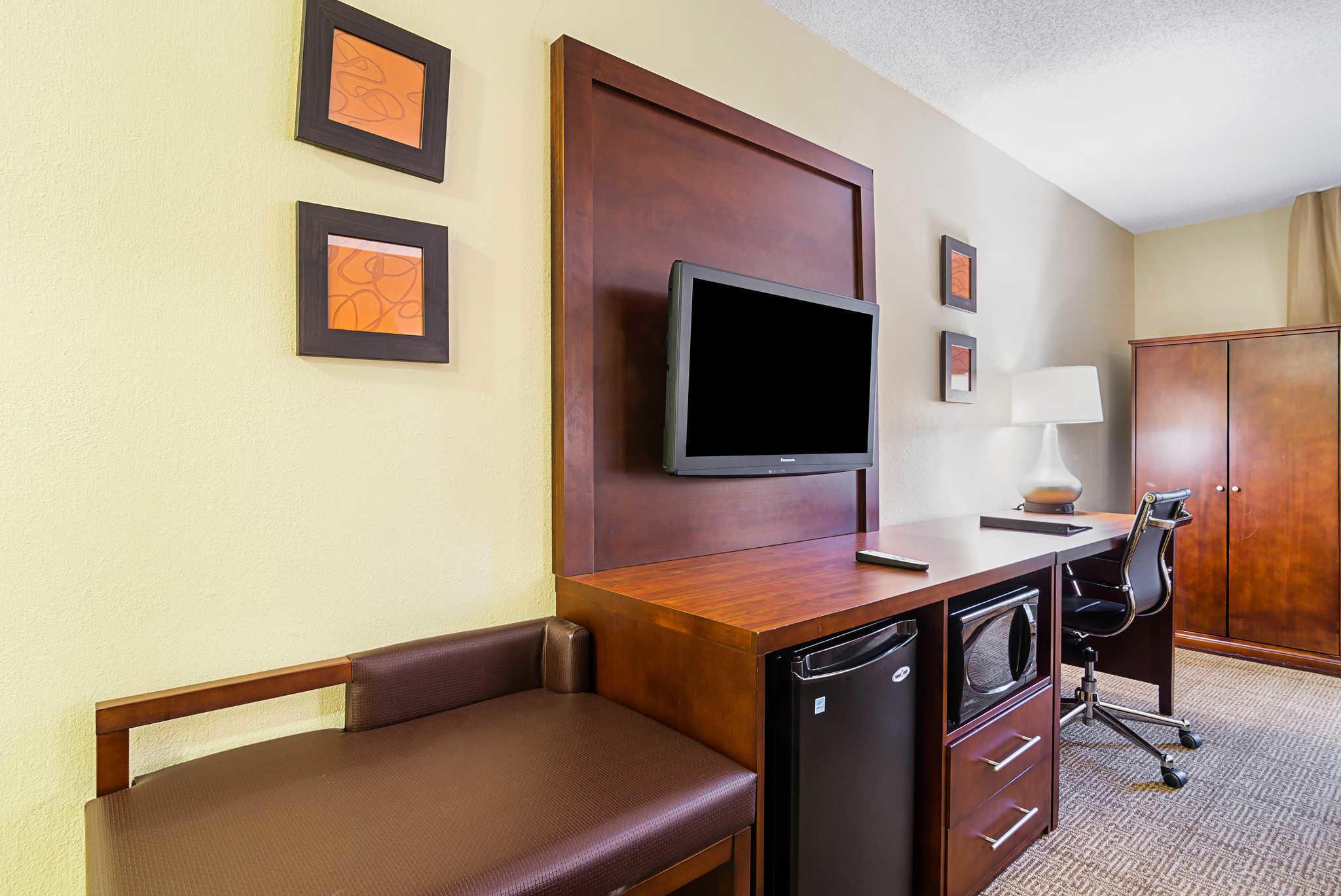 Comfort Inn & Suites Duke University-Downtown image 13