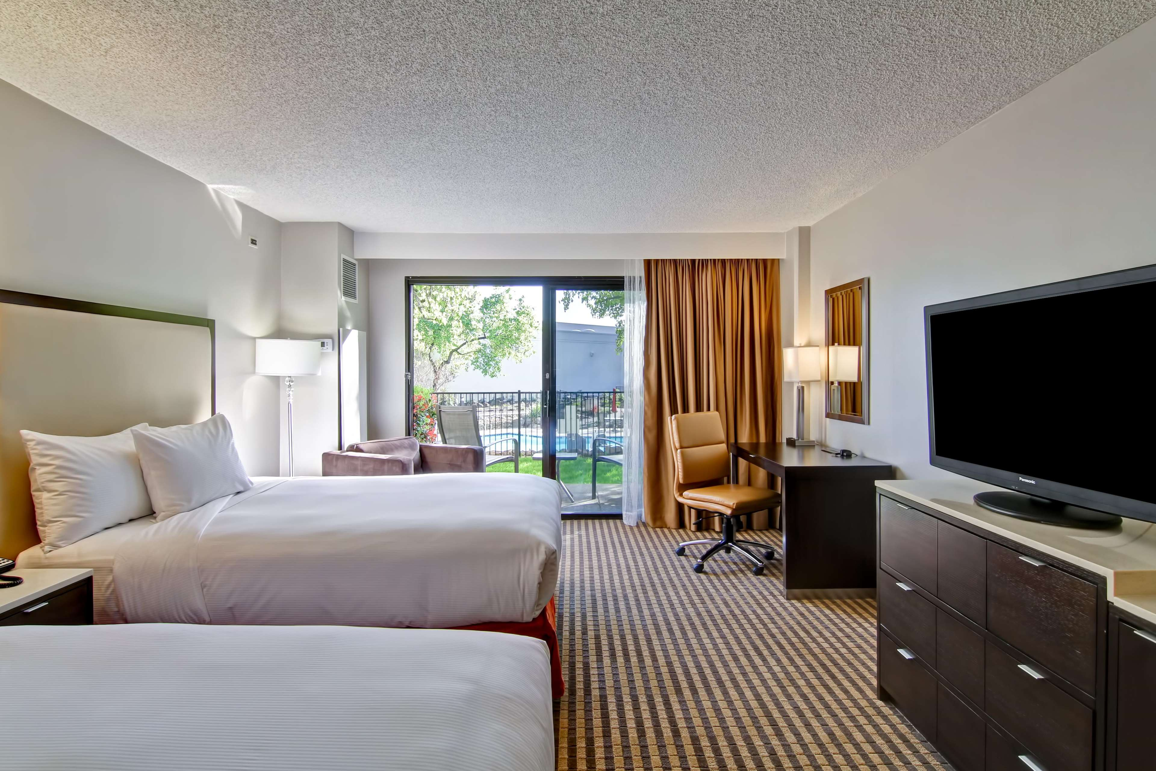 DoubleTree by Hilton Hotel Pleasanton at the Club image 36