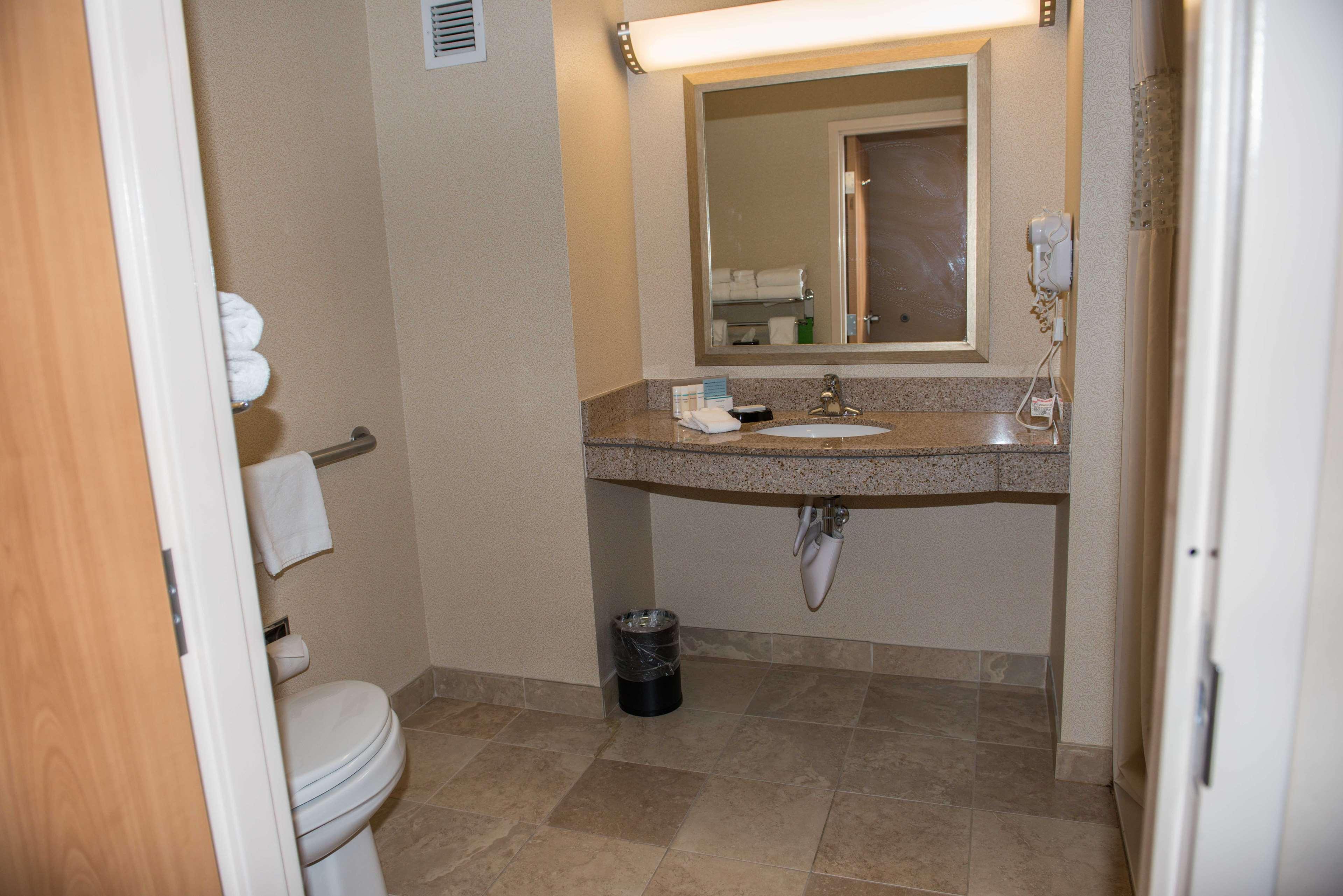 Hampton Inn & Suites Bremerton image 28