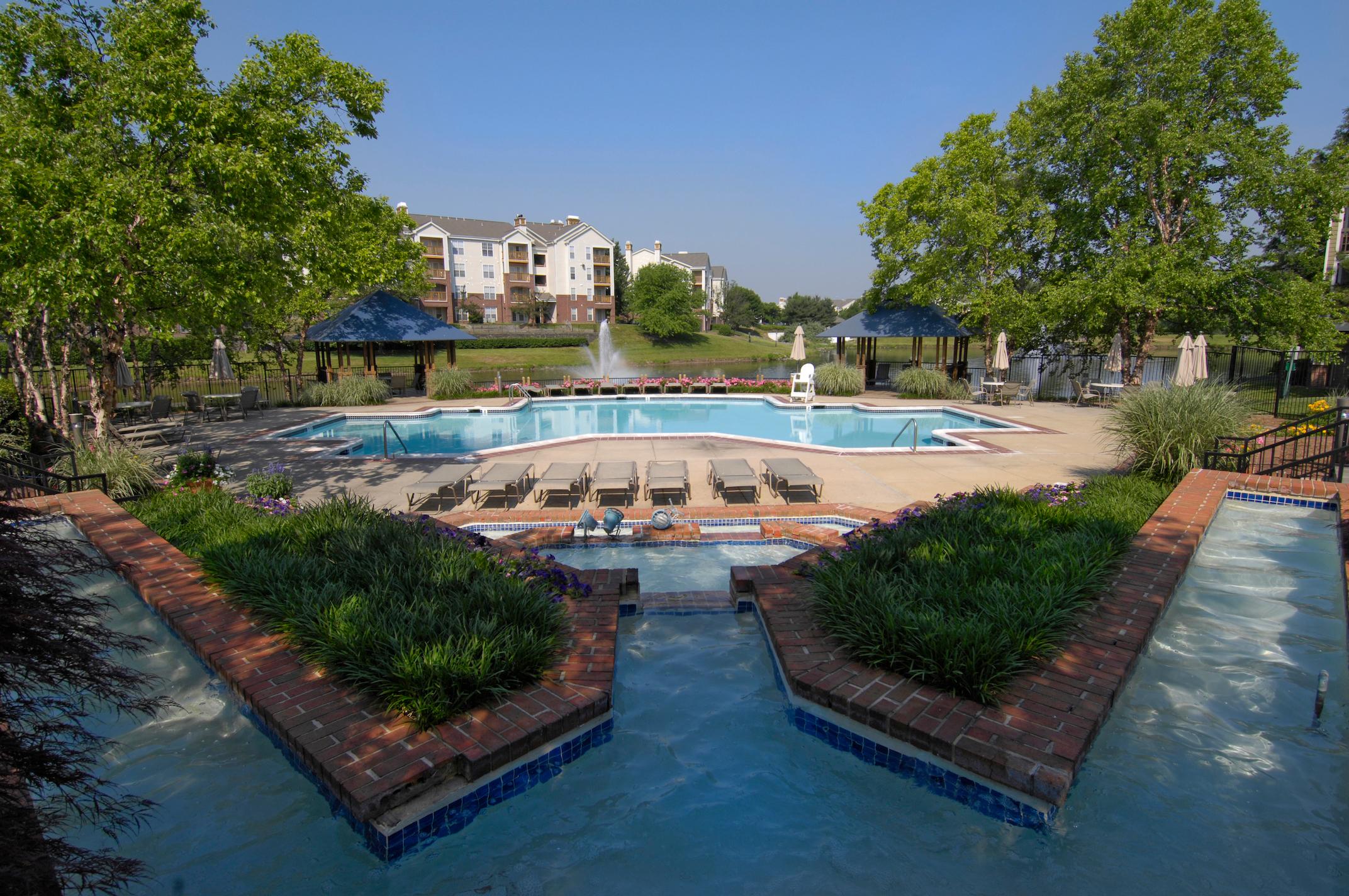 Lakeside Apartments image 14