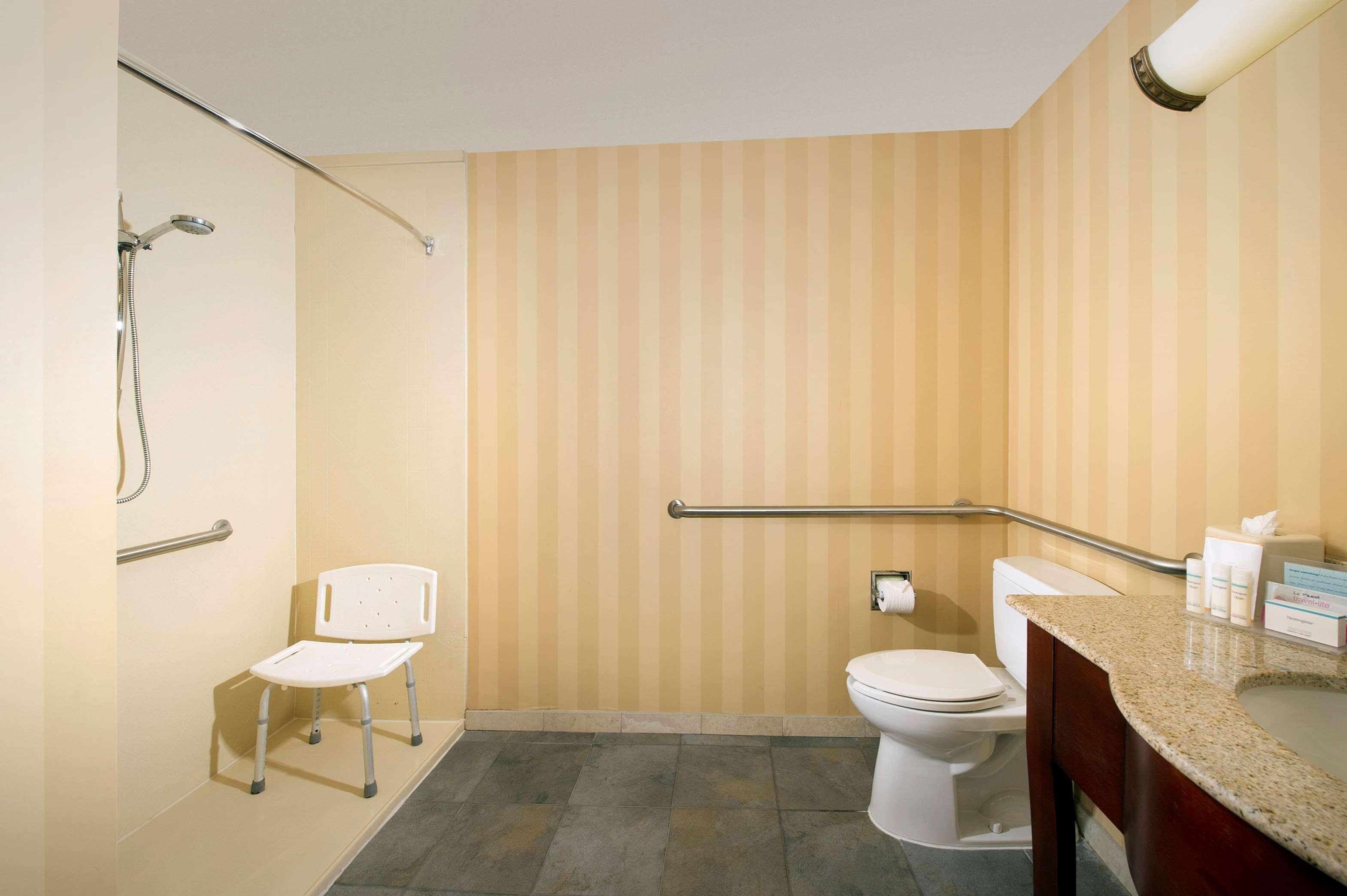 Hampton Inn & Suites San Antonio-Airport image 27
