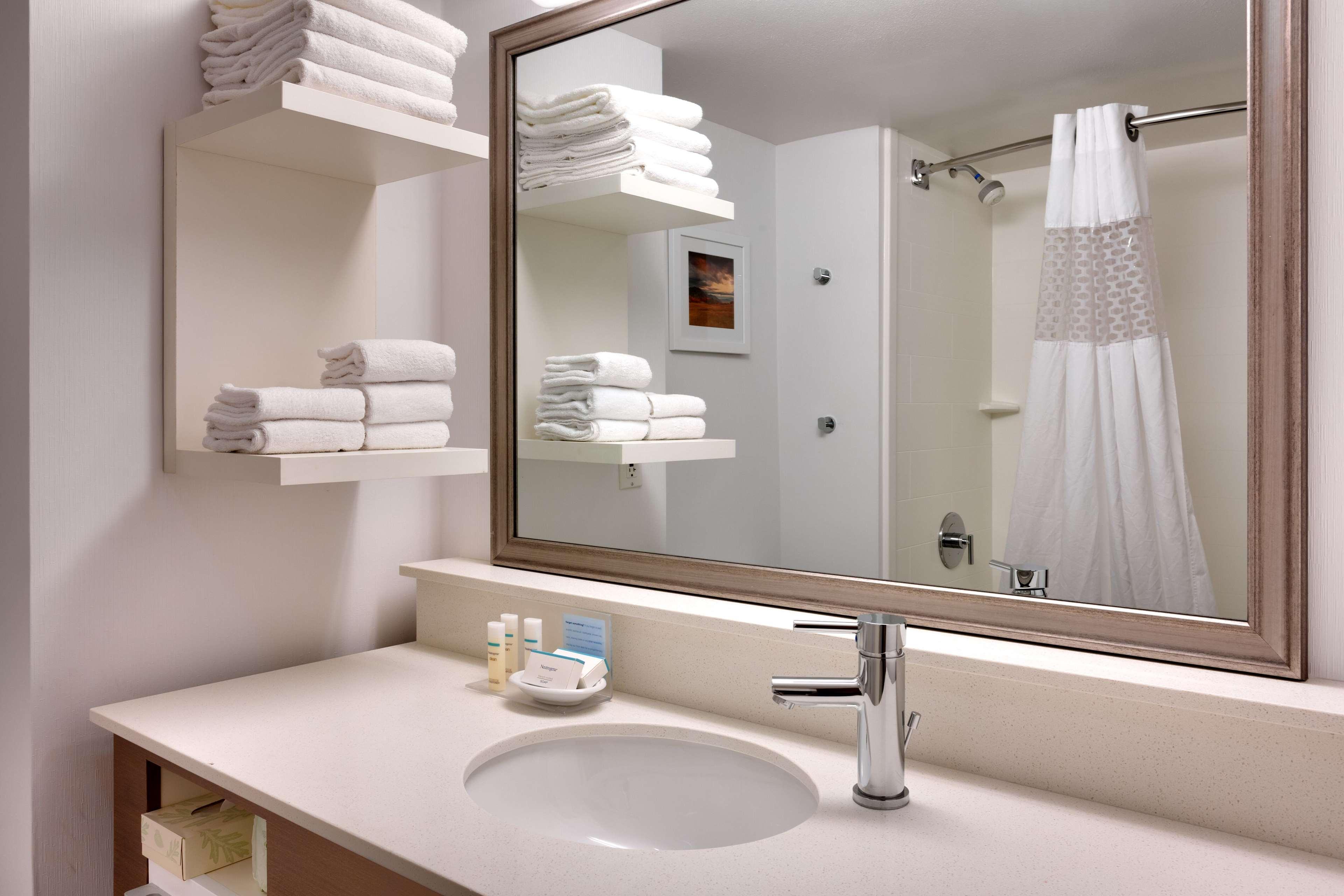 Hampton Inn & Suites Orem image 7