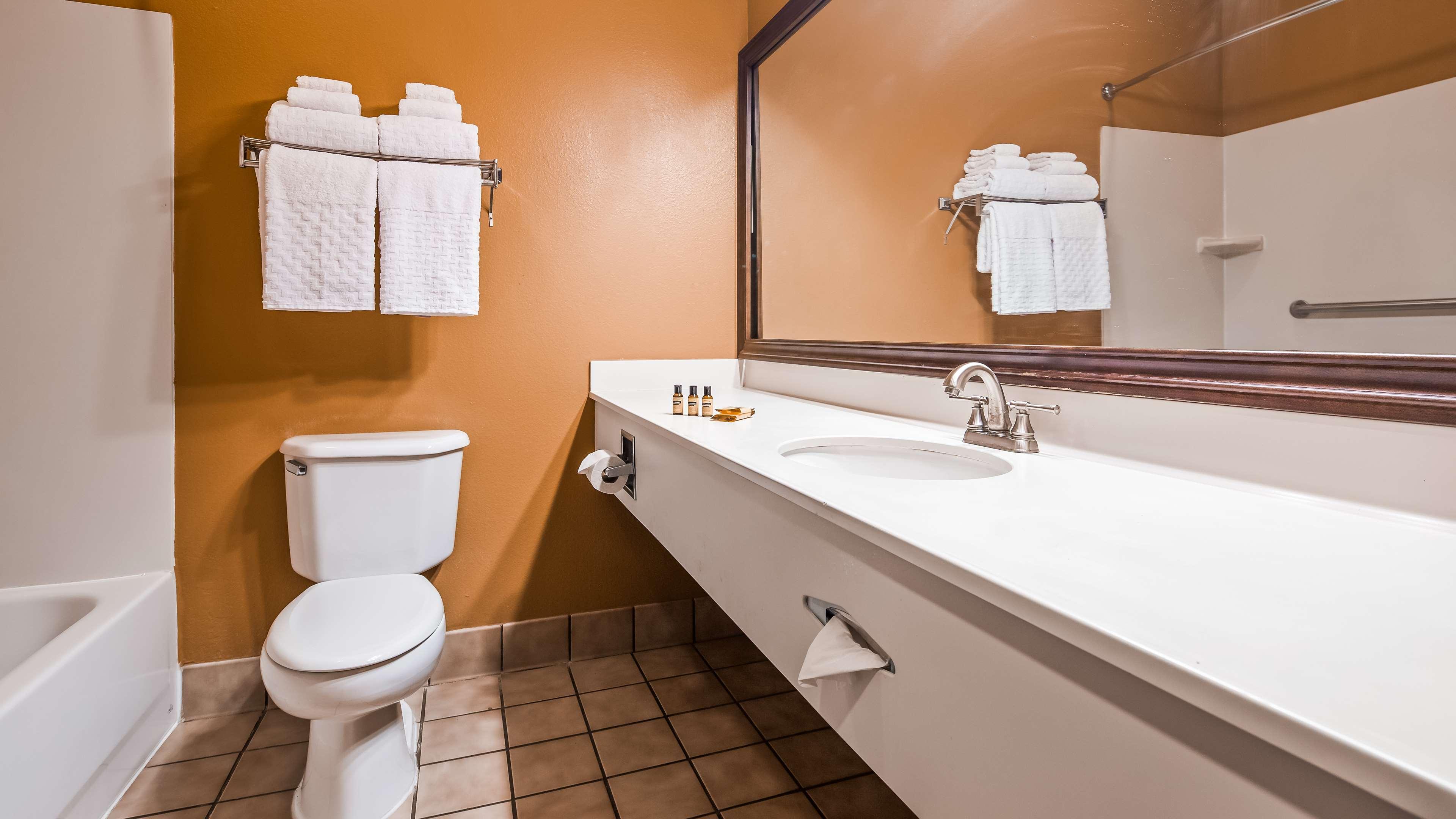 Best Western Plus Brandywine Inn & Suites image 7