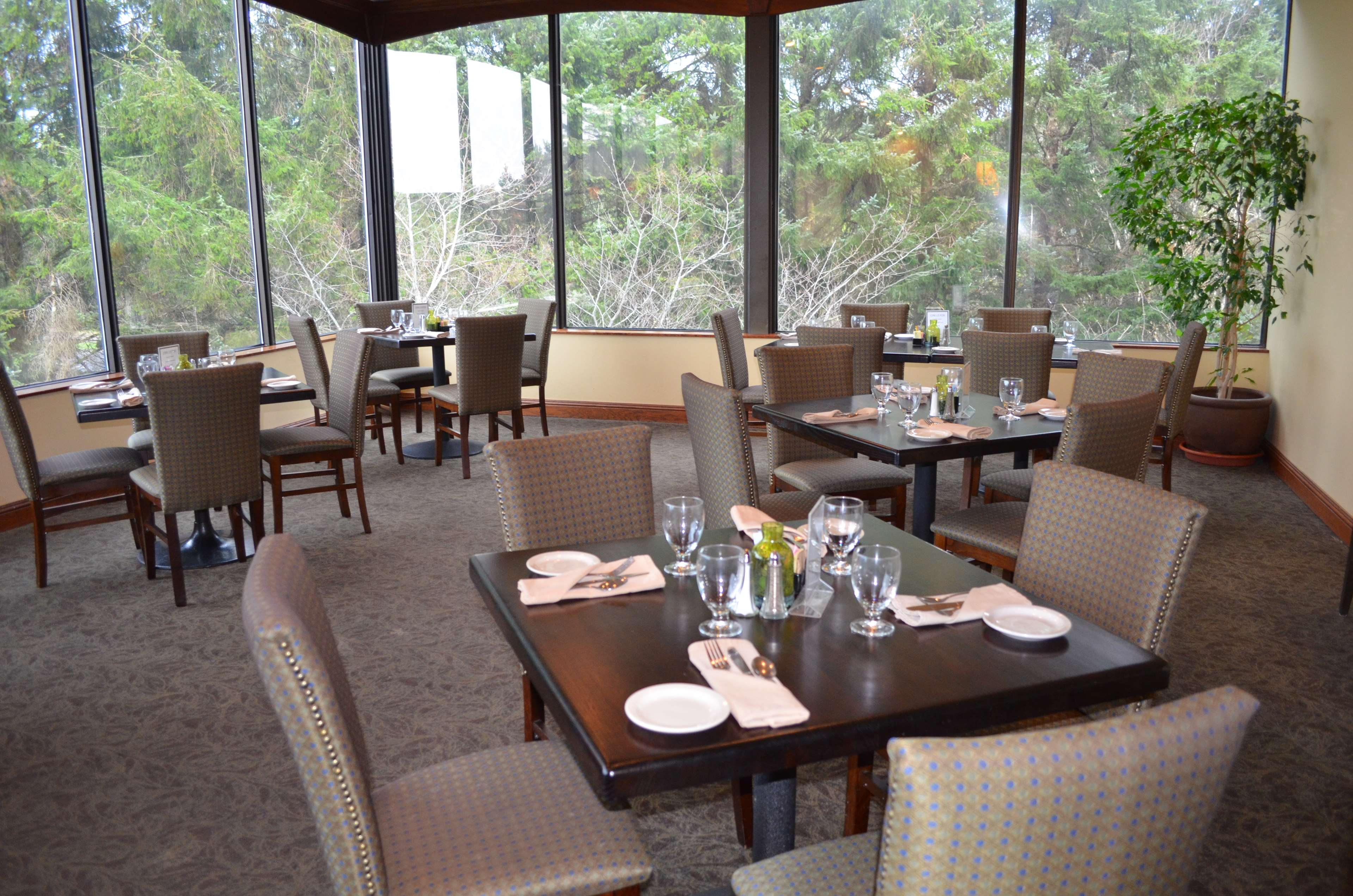 Best Western Agate Beach Inn image 24