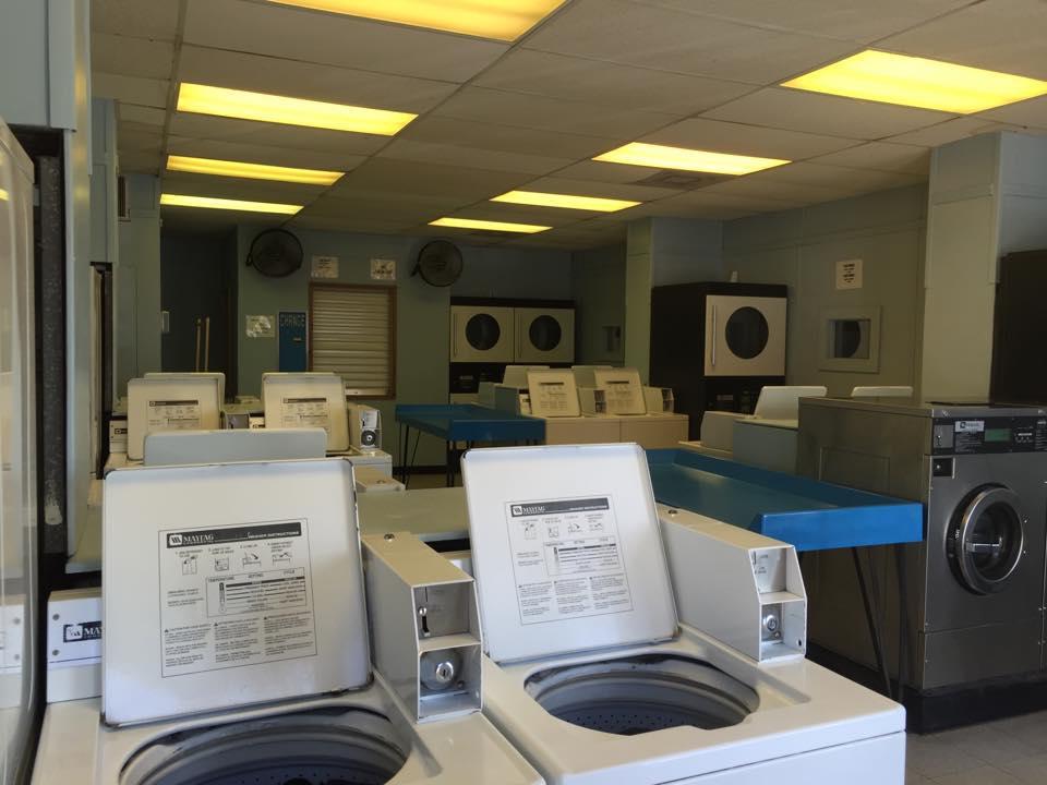 Montgomery Washateria Wash N Fold