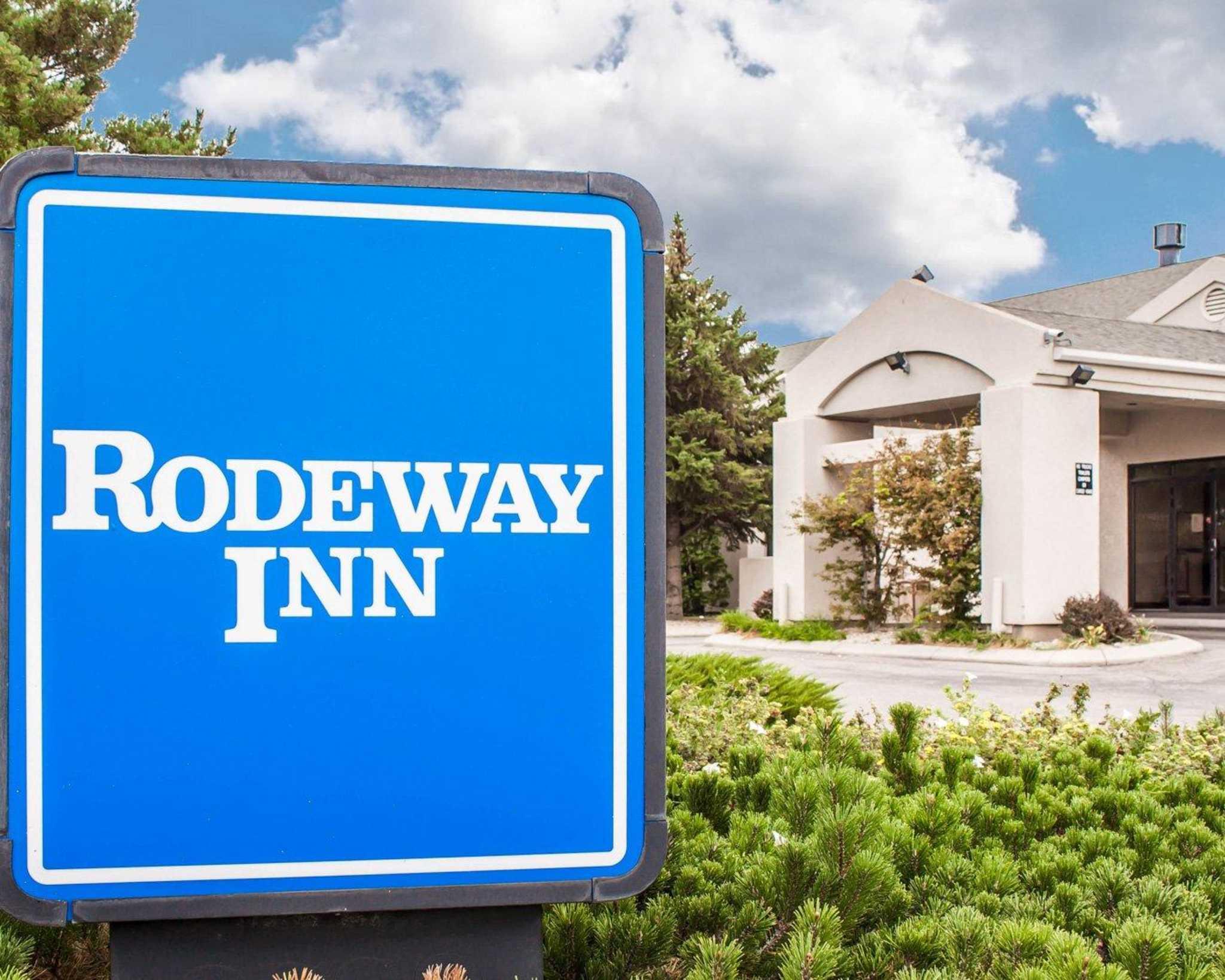 Rodeway Inn Airport image 5