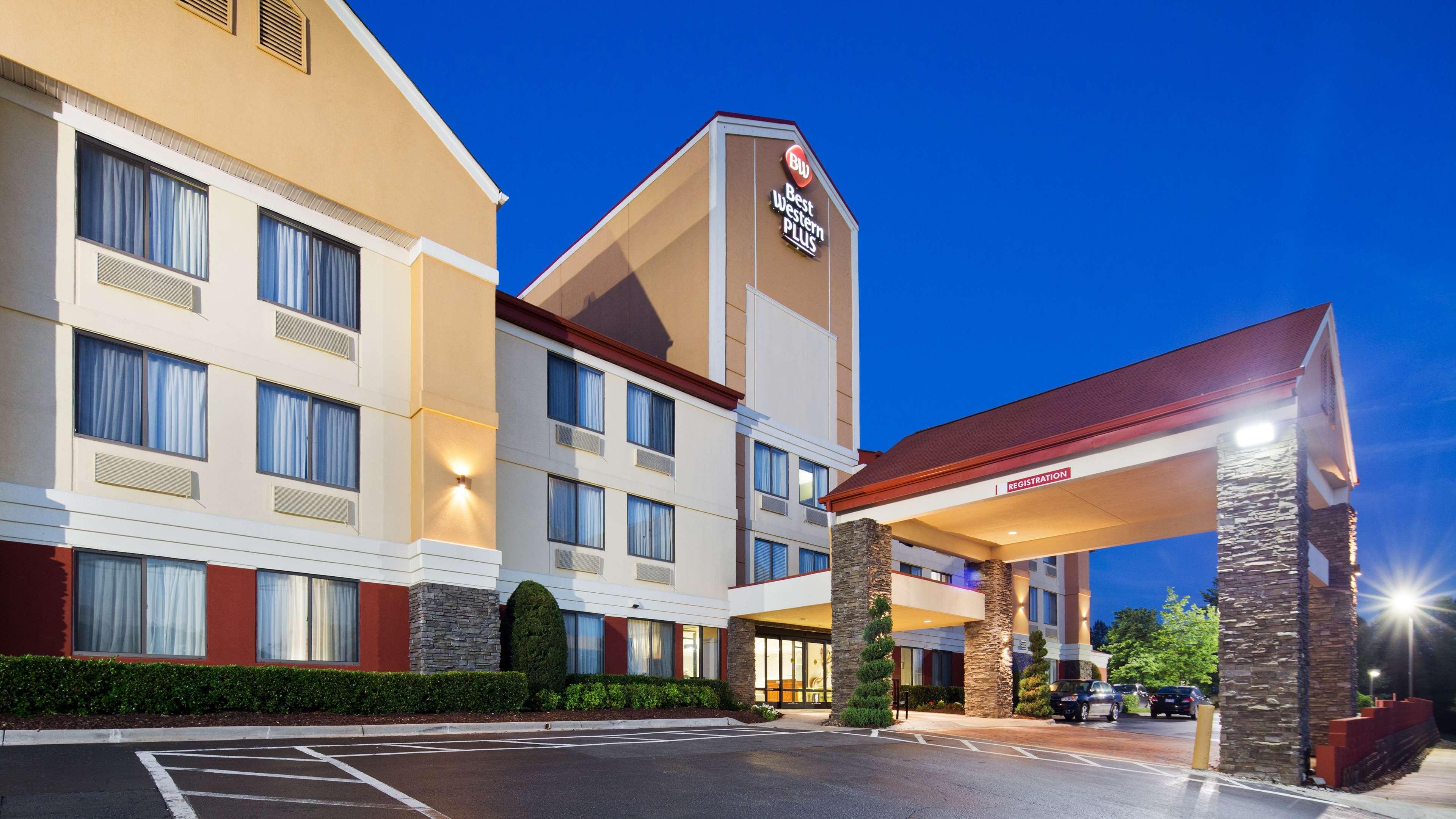 Best Western Plus Huntersville Inn & Suites Near Lake Norman image 1