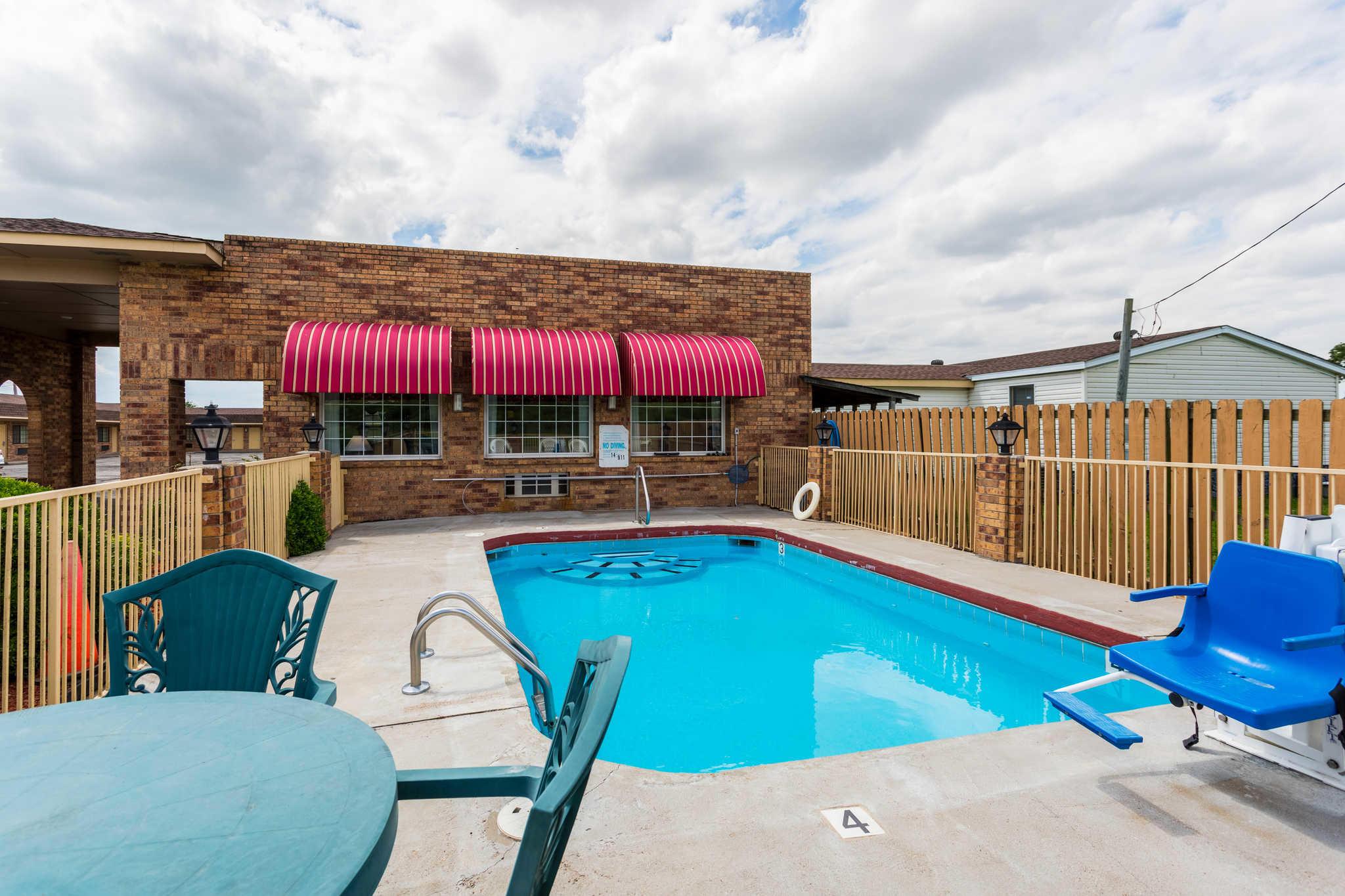 Econo Lodge & Suites image 24