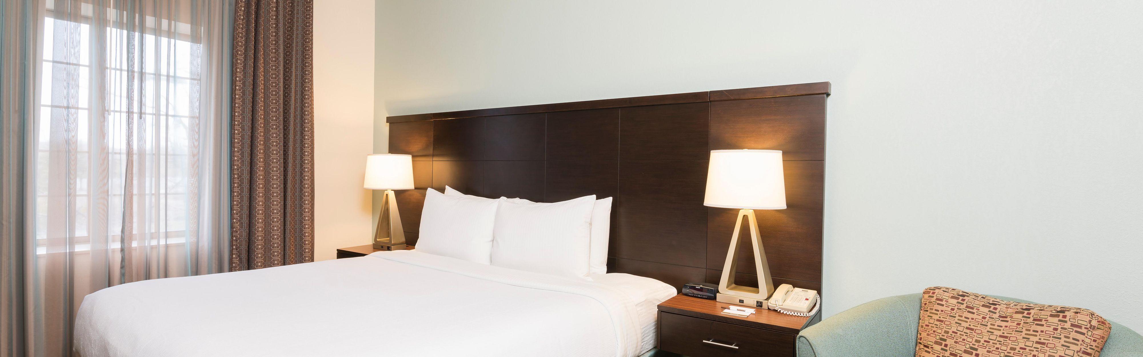 Staybridge Suites Chicago-Oakbrook Terrace image 1