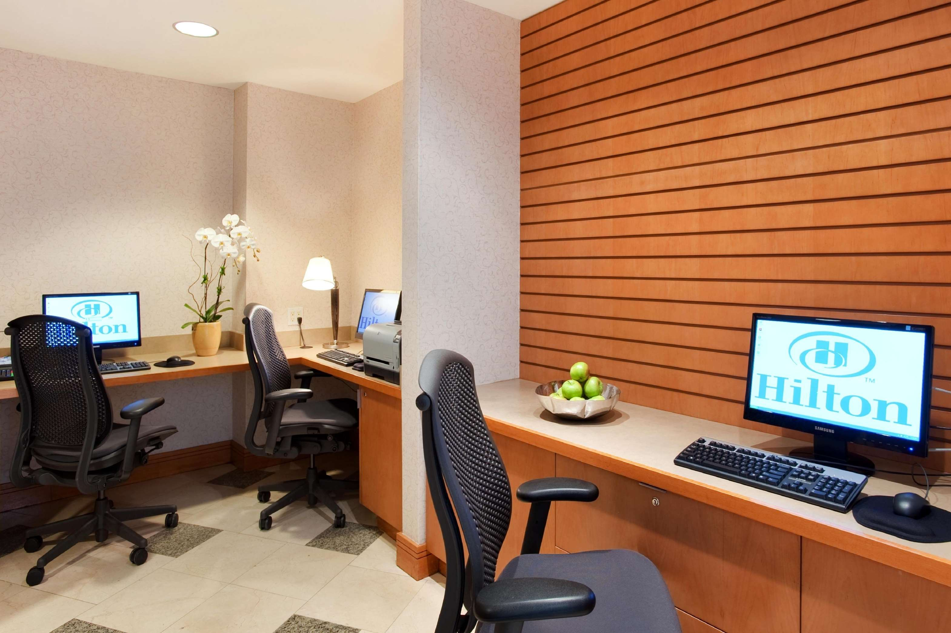 Hilton Vancouver Metrotown in Burnaby: Business Center