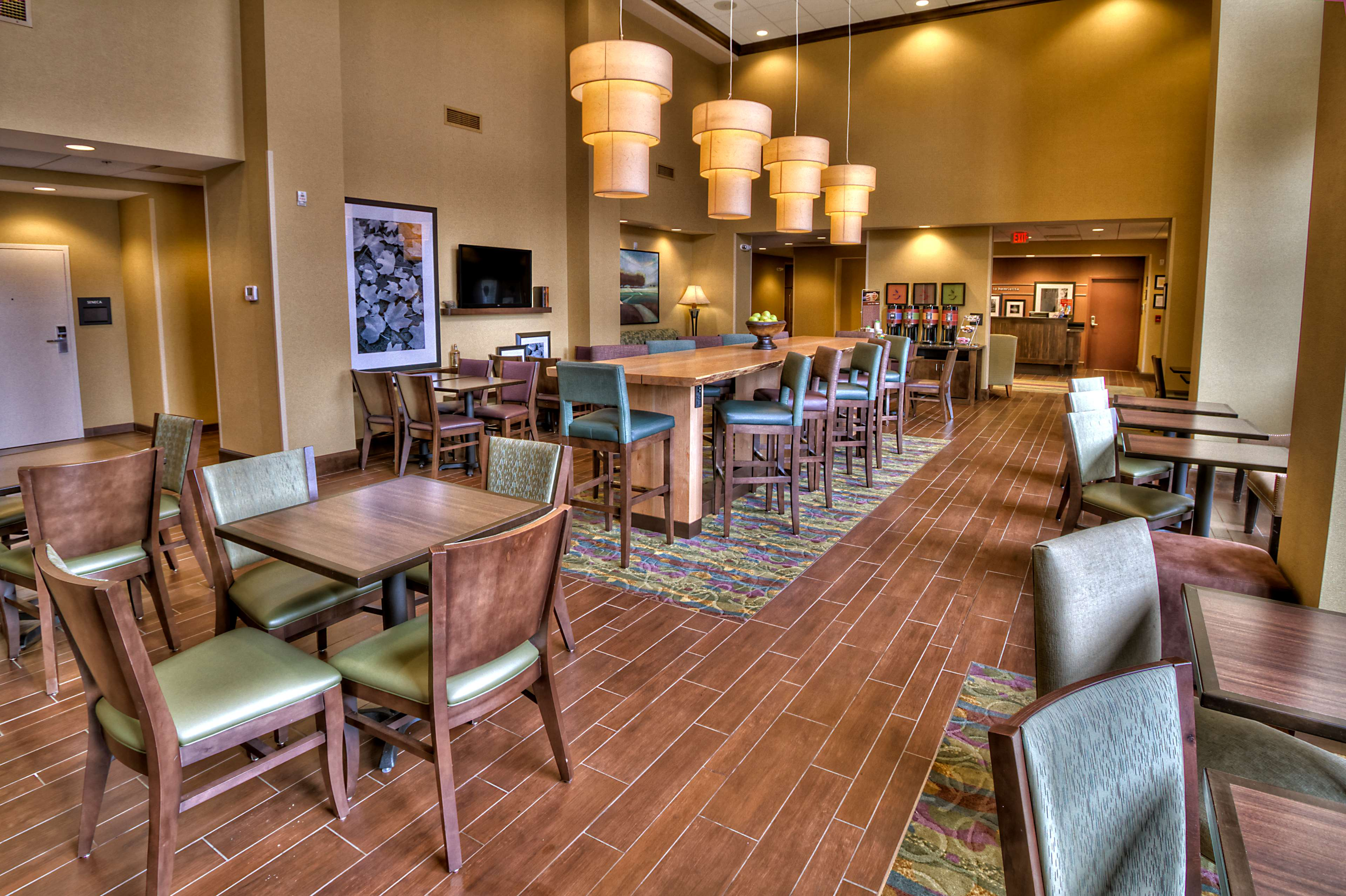 Hampton Inn & Suites Rochester/Henrietta image 4