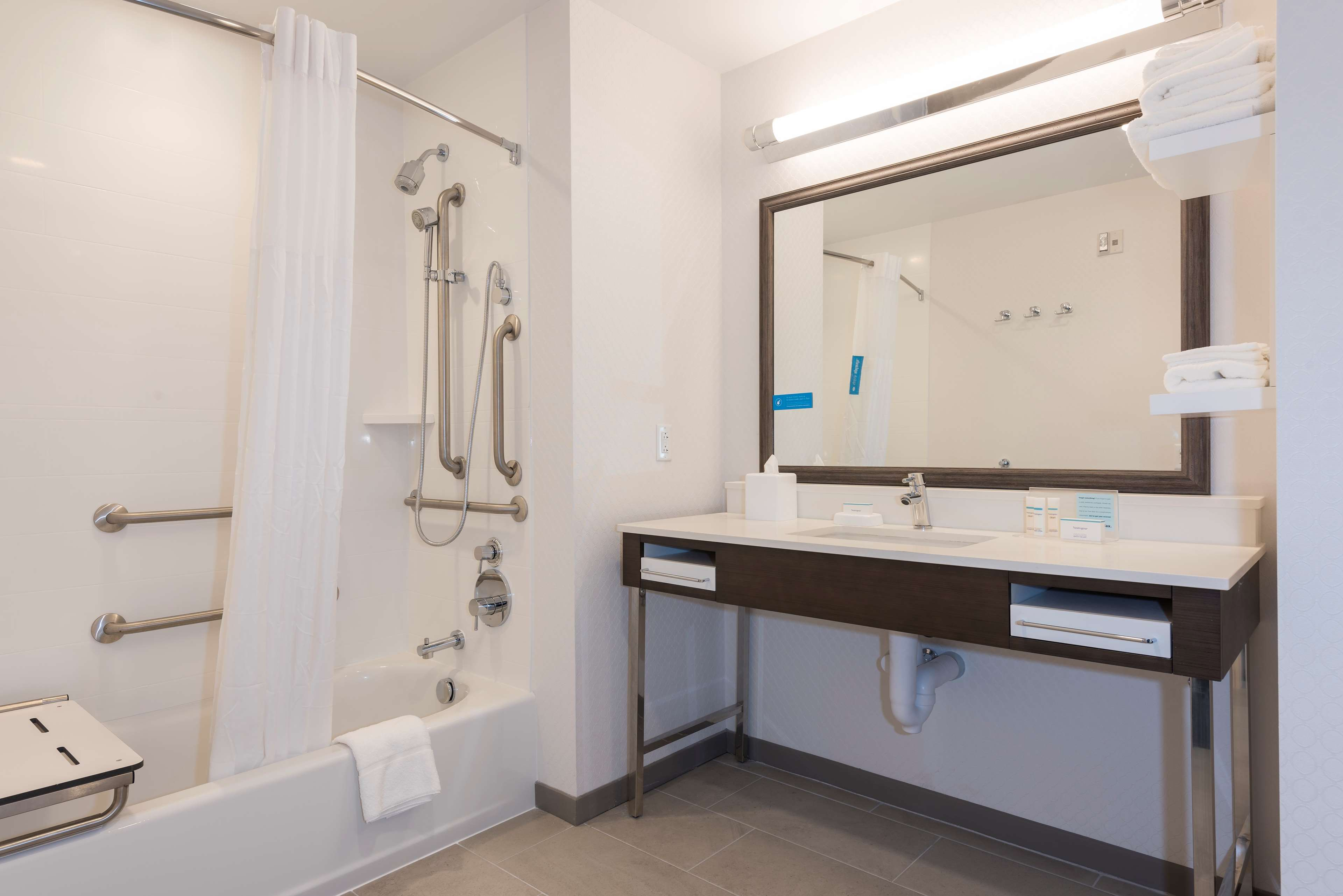 Hampton Inn & Suites Indianapolis-Keystone image 35