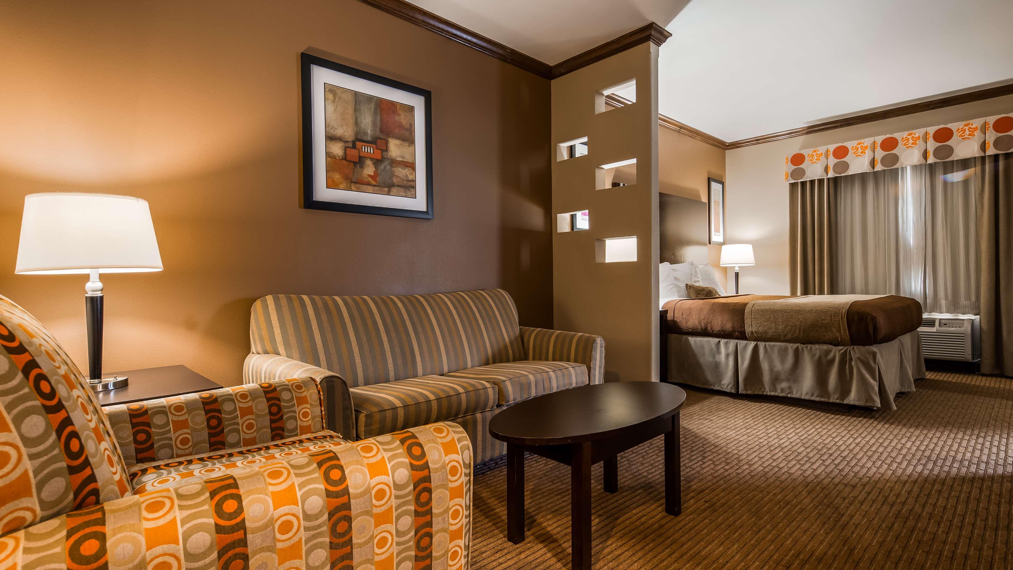 Best Western Plus Texoma Hotel & Suites image 19