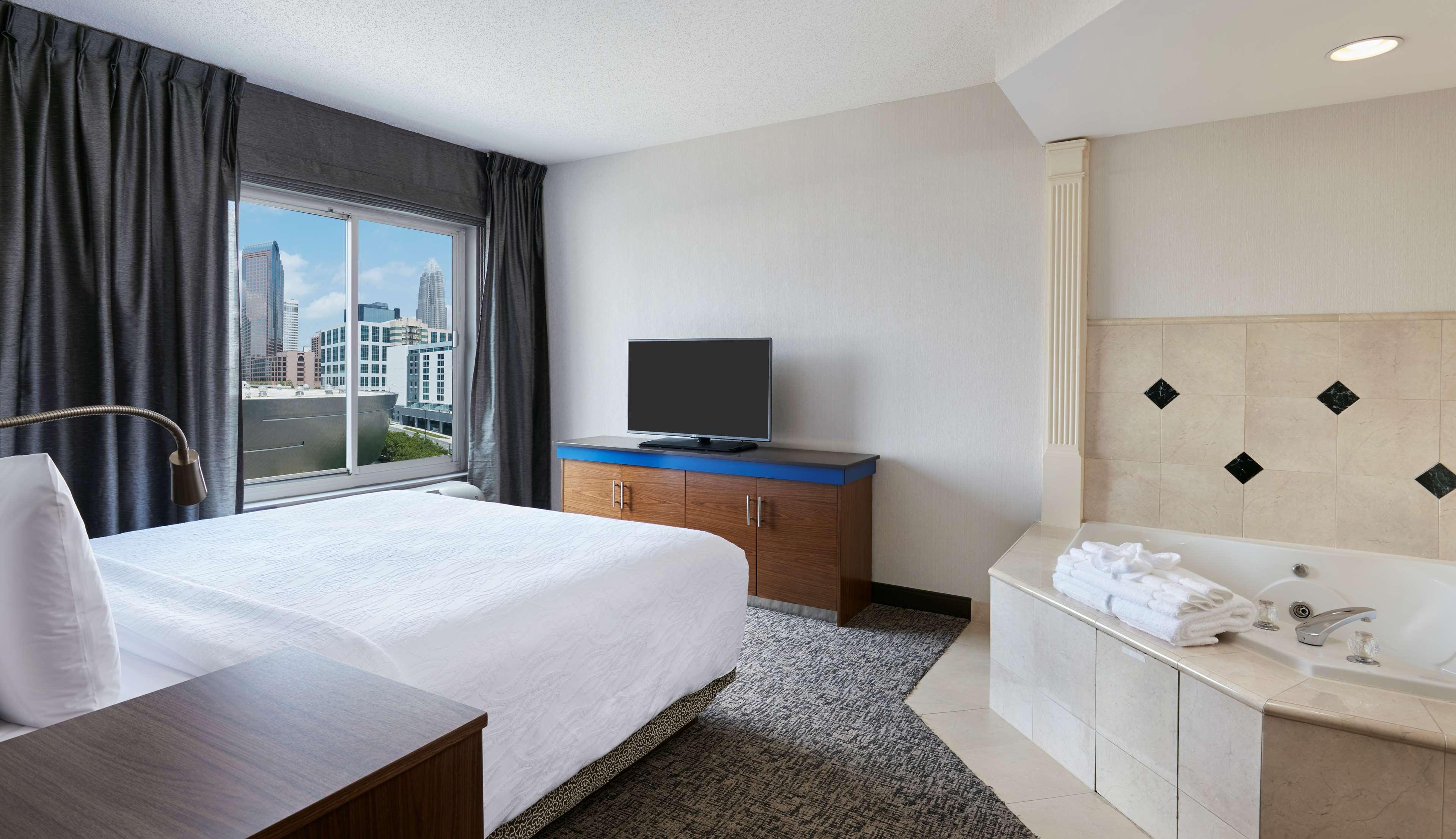 Hilton Garden Inn Charlotte Uptown image 17