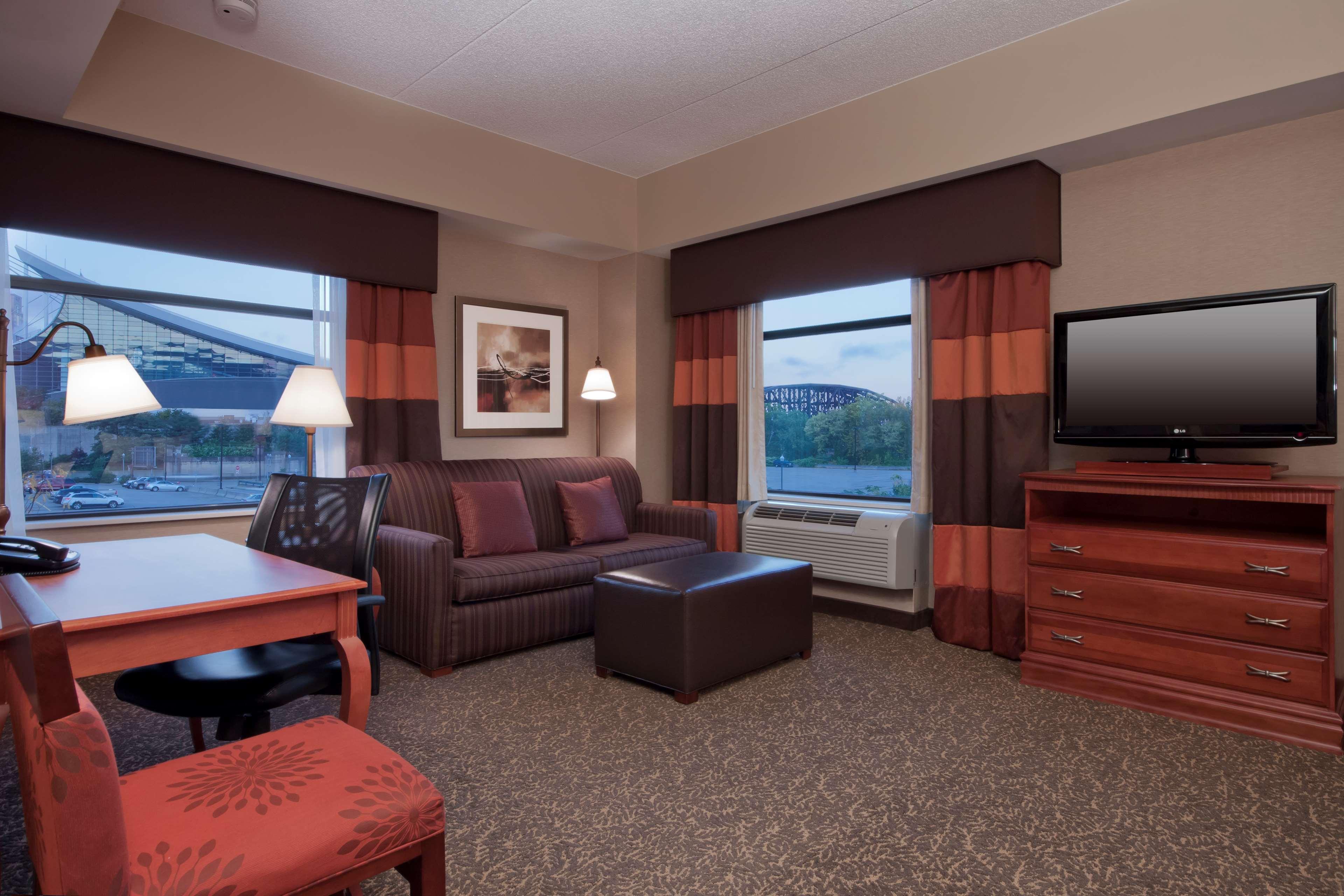 Hampton Inn & Suites Pittsburgh-Downtown image 21