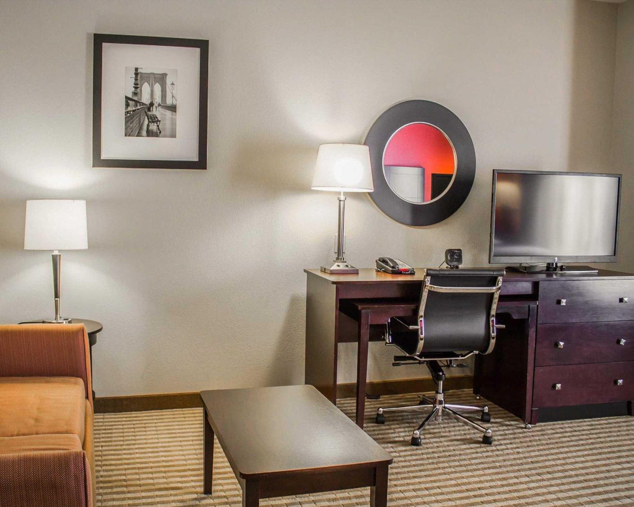 Comfort Suites East Broad at 270 image 14