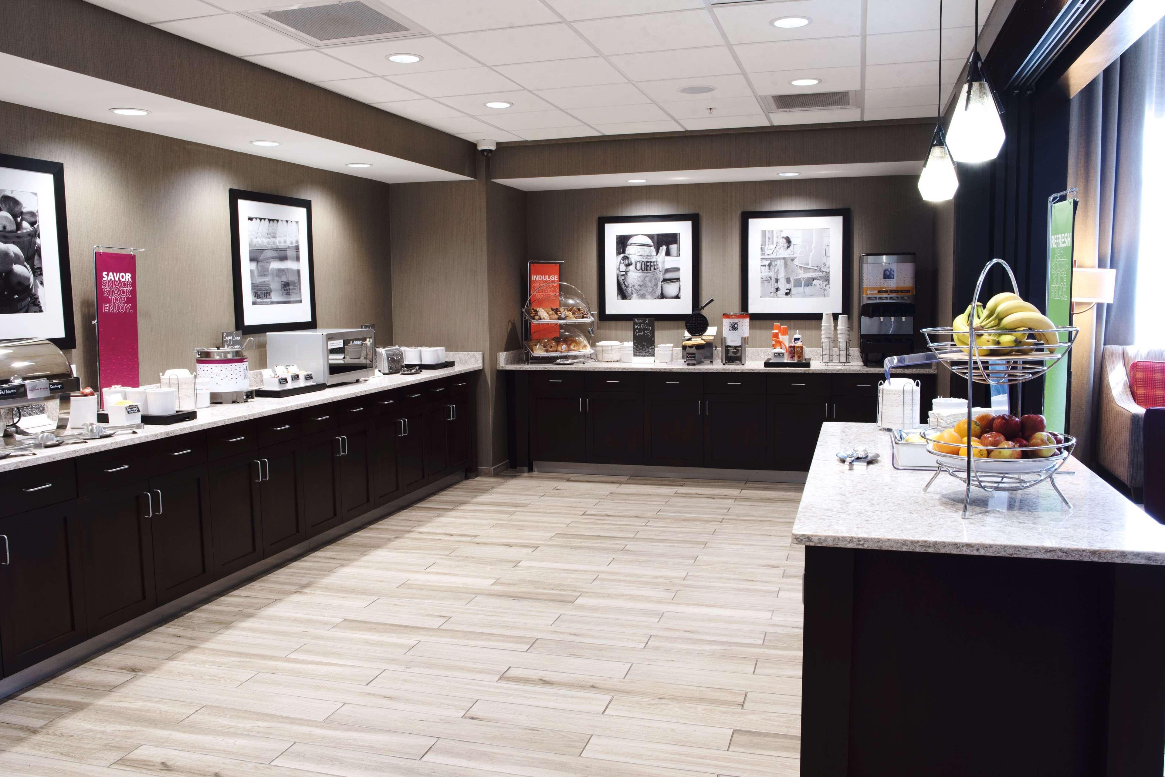 Hampton Inn & Suites Des Moines/Urbandale image 13