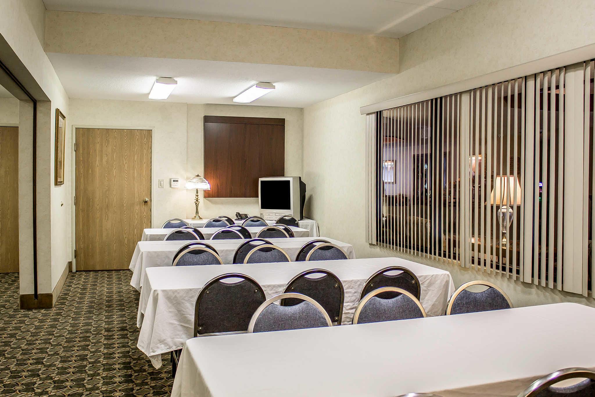 Comfort Inn & Suites image 38