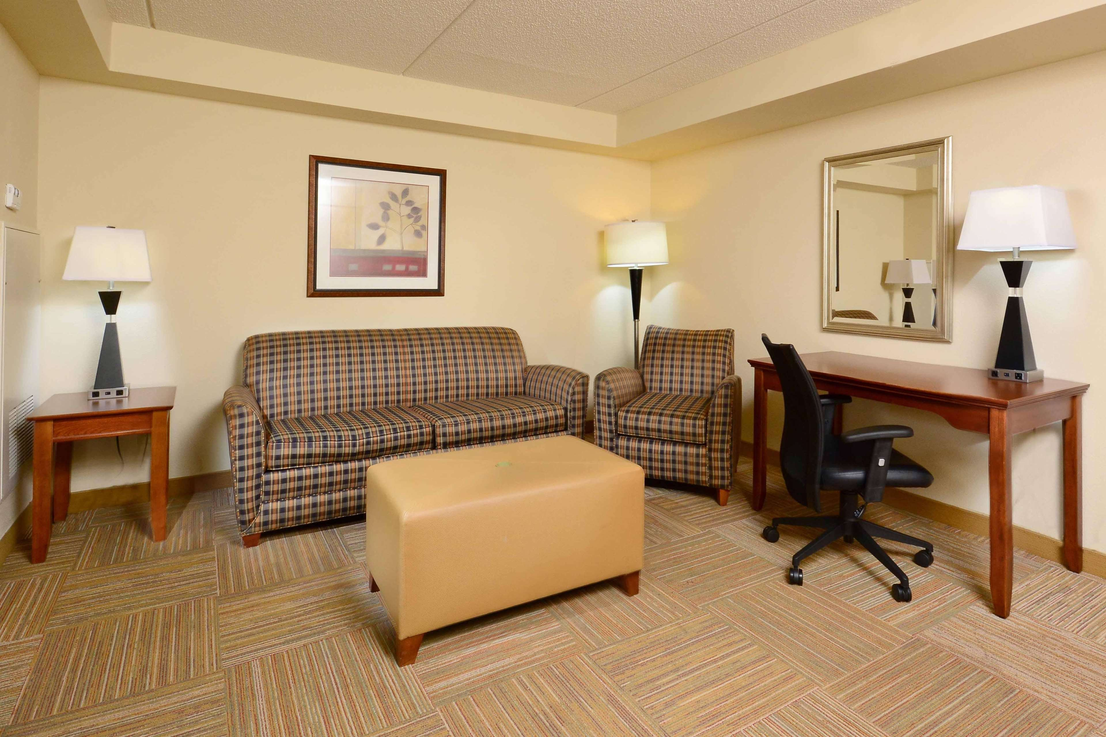 King Bed Room and Suite