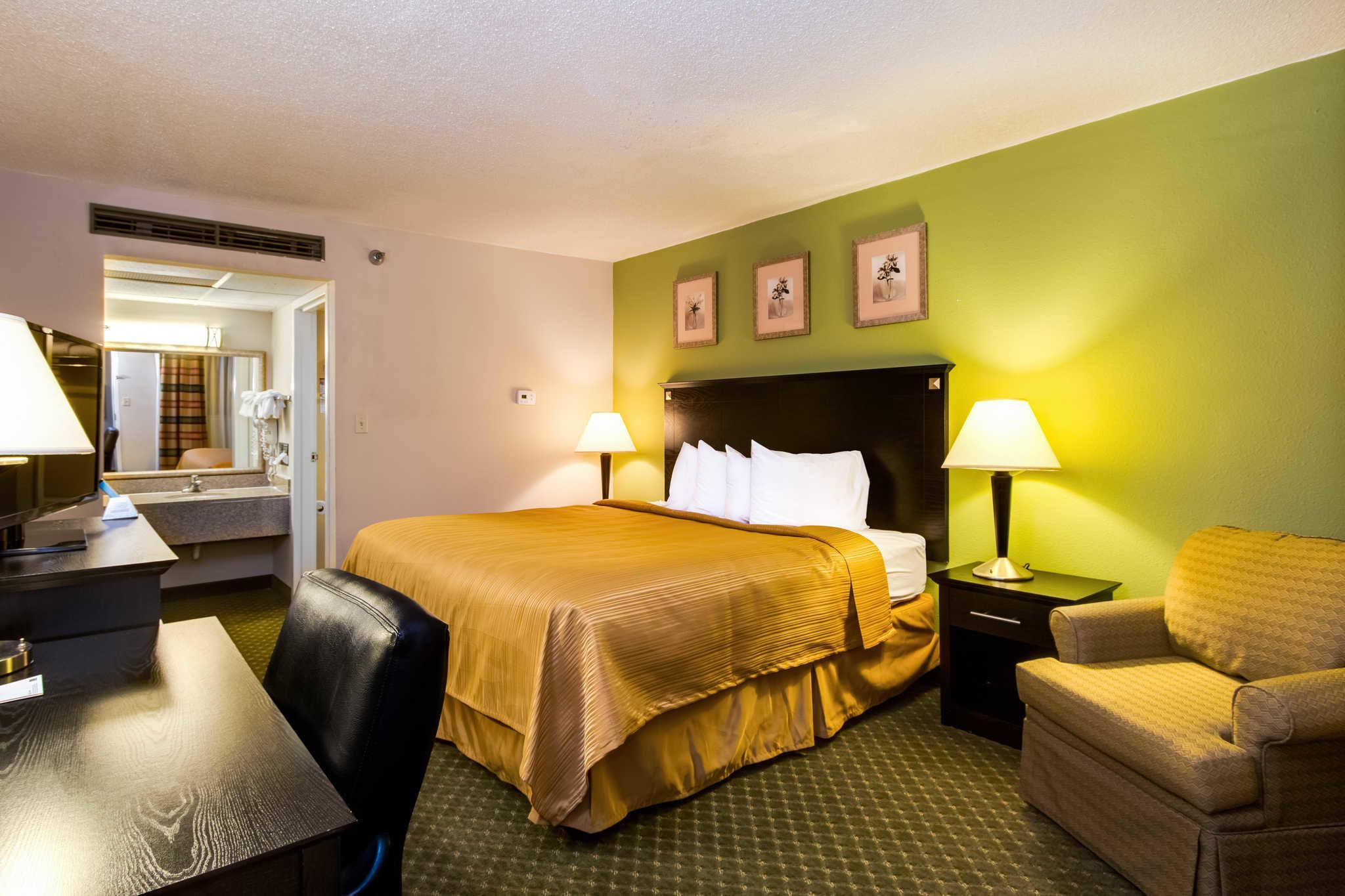 Quality Inn & Suites Moline - Quad Cities image 4