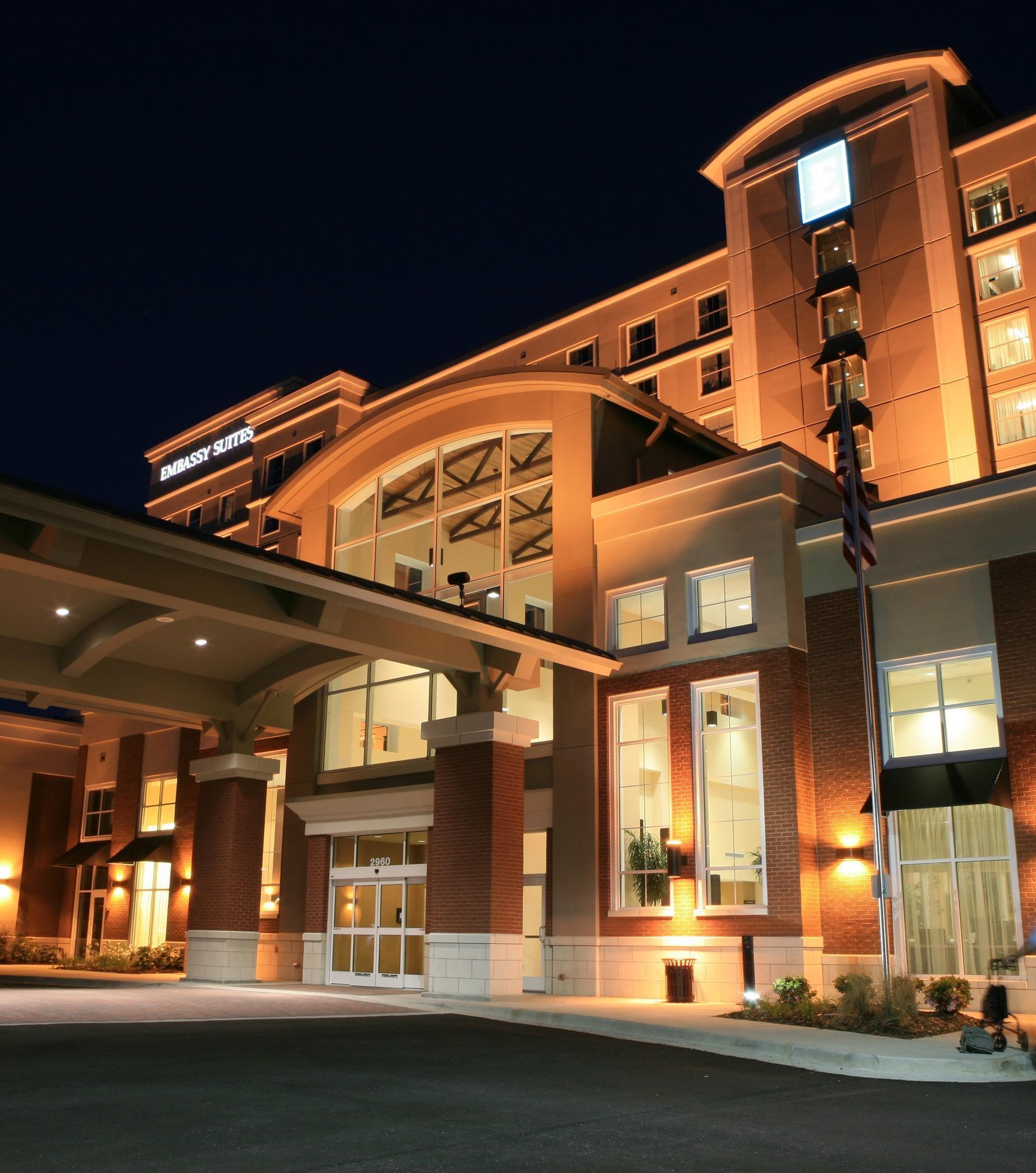 Embassy Suites by Hilton Birmingham Hoover image 0