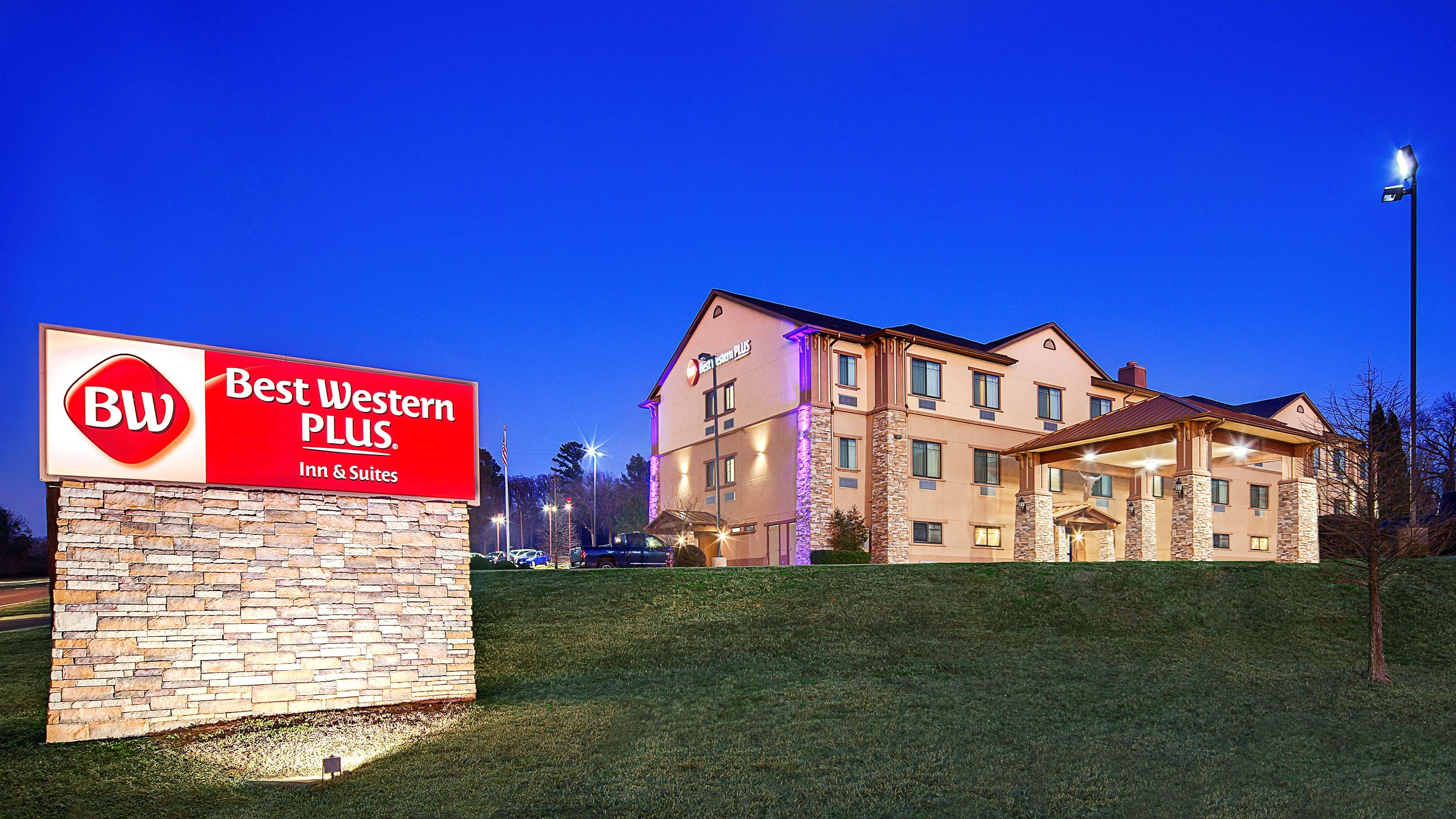 Best Western Plus Royal Mountain Inn & Suites image 0