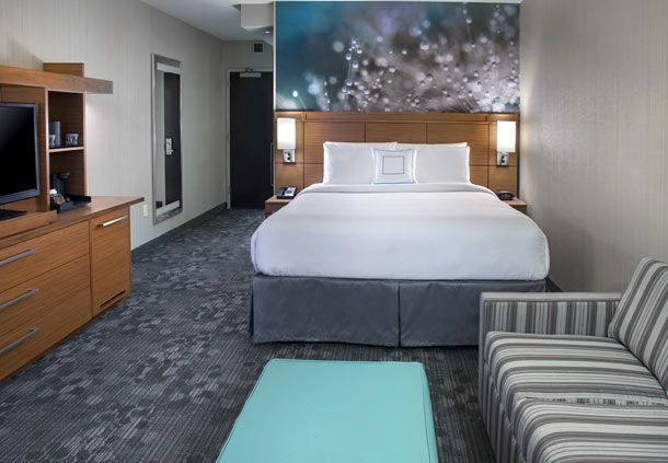 Courtyard by Marriott Philadelphia South at The Navy Yard image 5