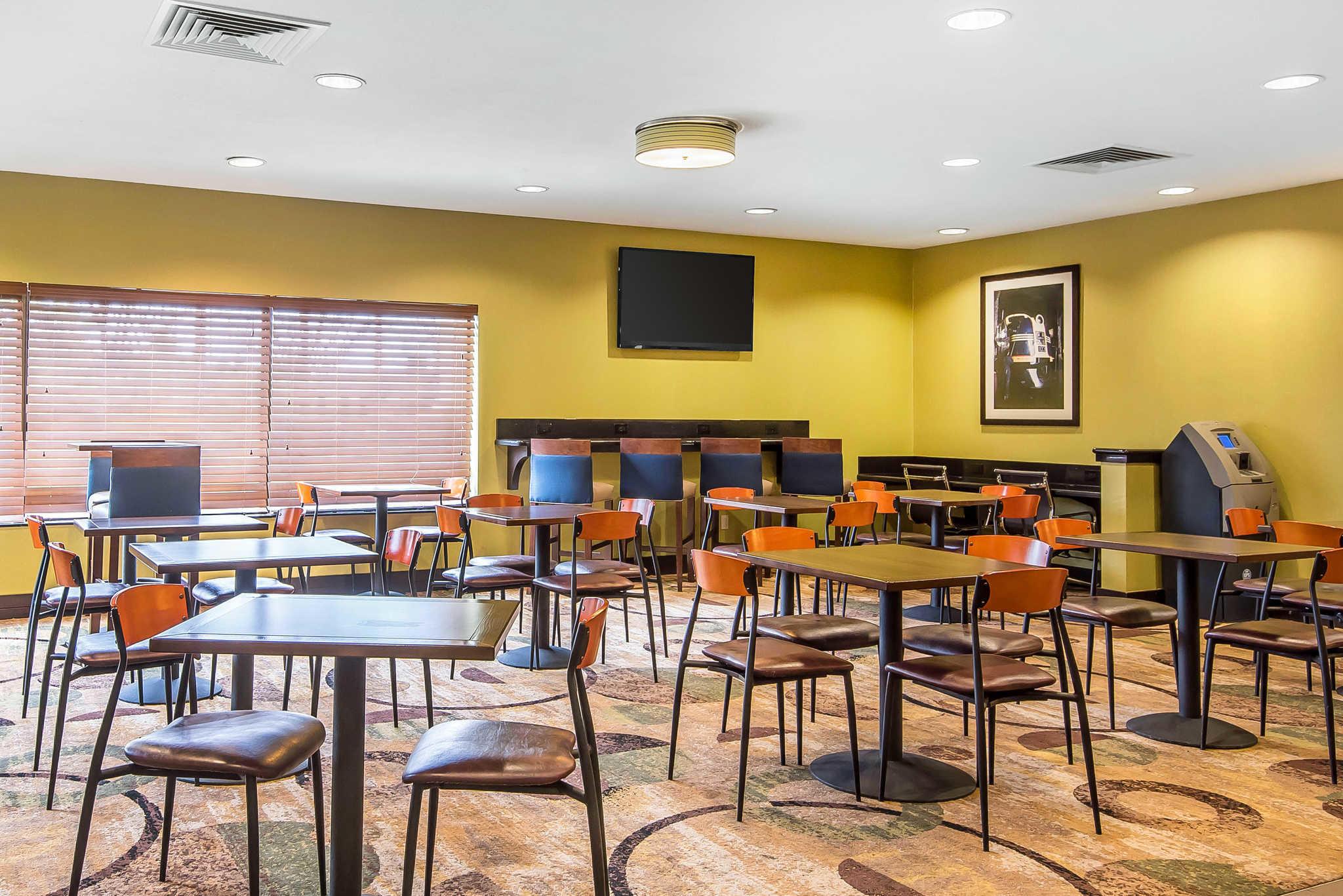 Comfort Inn & Suites Kansas City - Northeast image 26