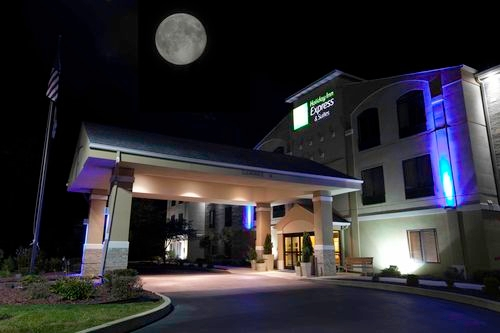 Holiday Inn Express & Suites Plymouth image 0