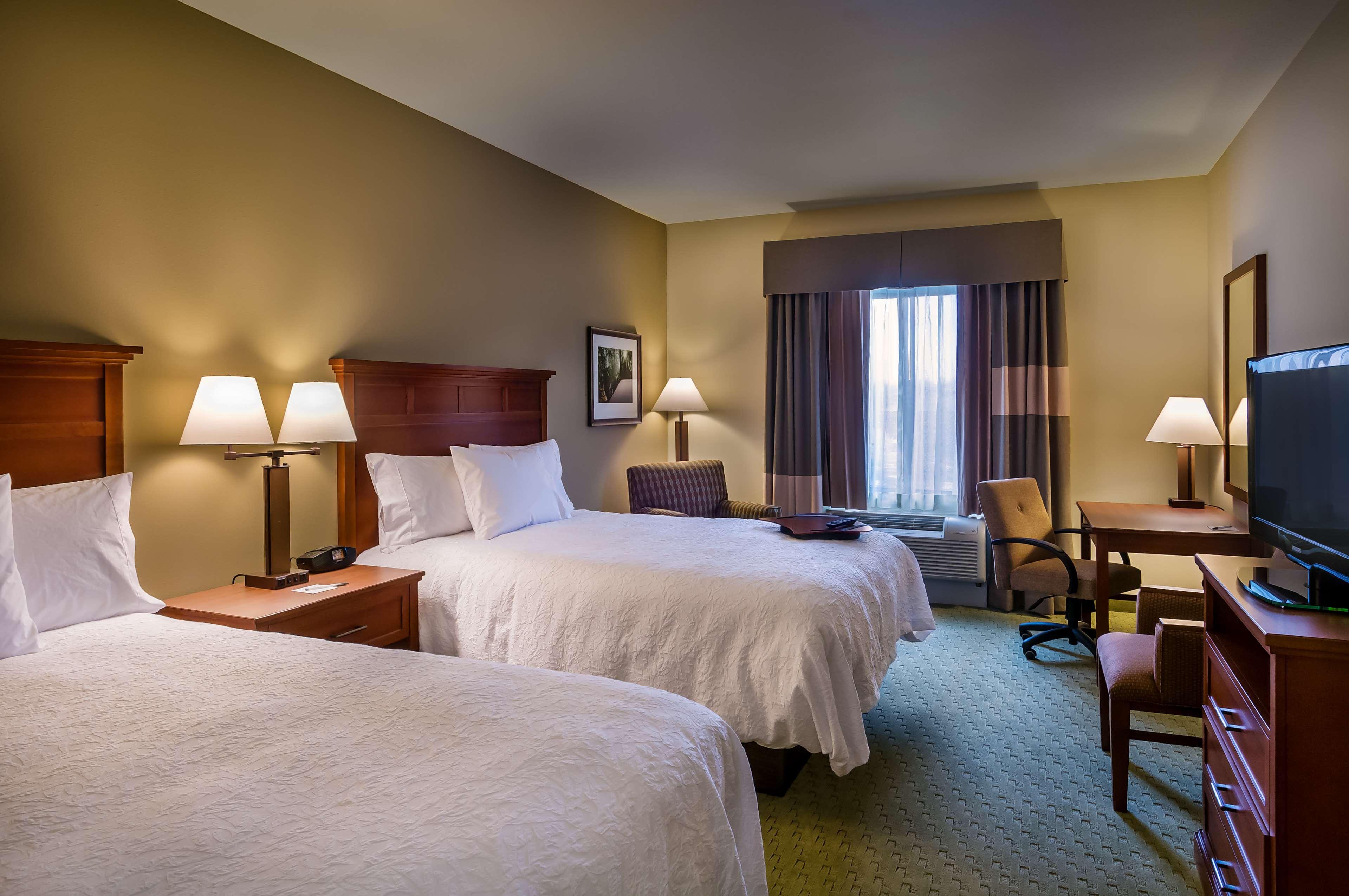 Hampton Inn & Suites Salem image 6