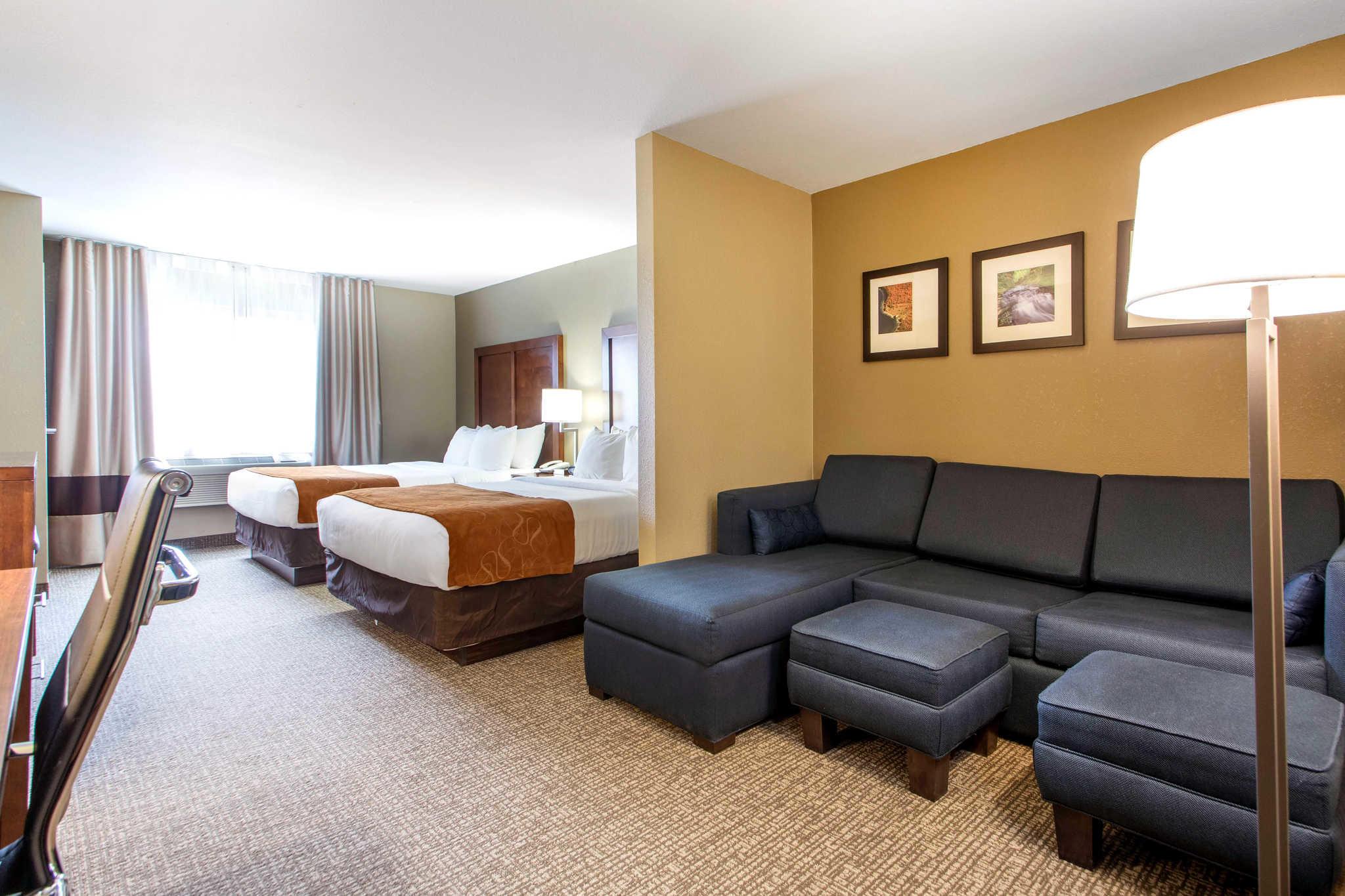 Comfort Suites Johnson Creek Conference Center image 11