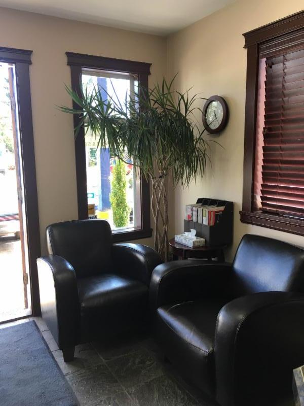 Seeco Automotive in Courtenay: You are welcome to wait in our office, have a coffee and read while you wait for your vehicle or you can stroll down 5th Street and do some shopping!