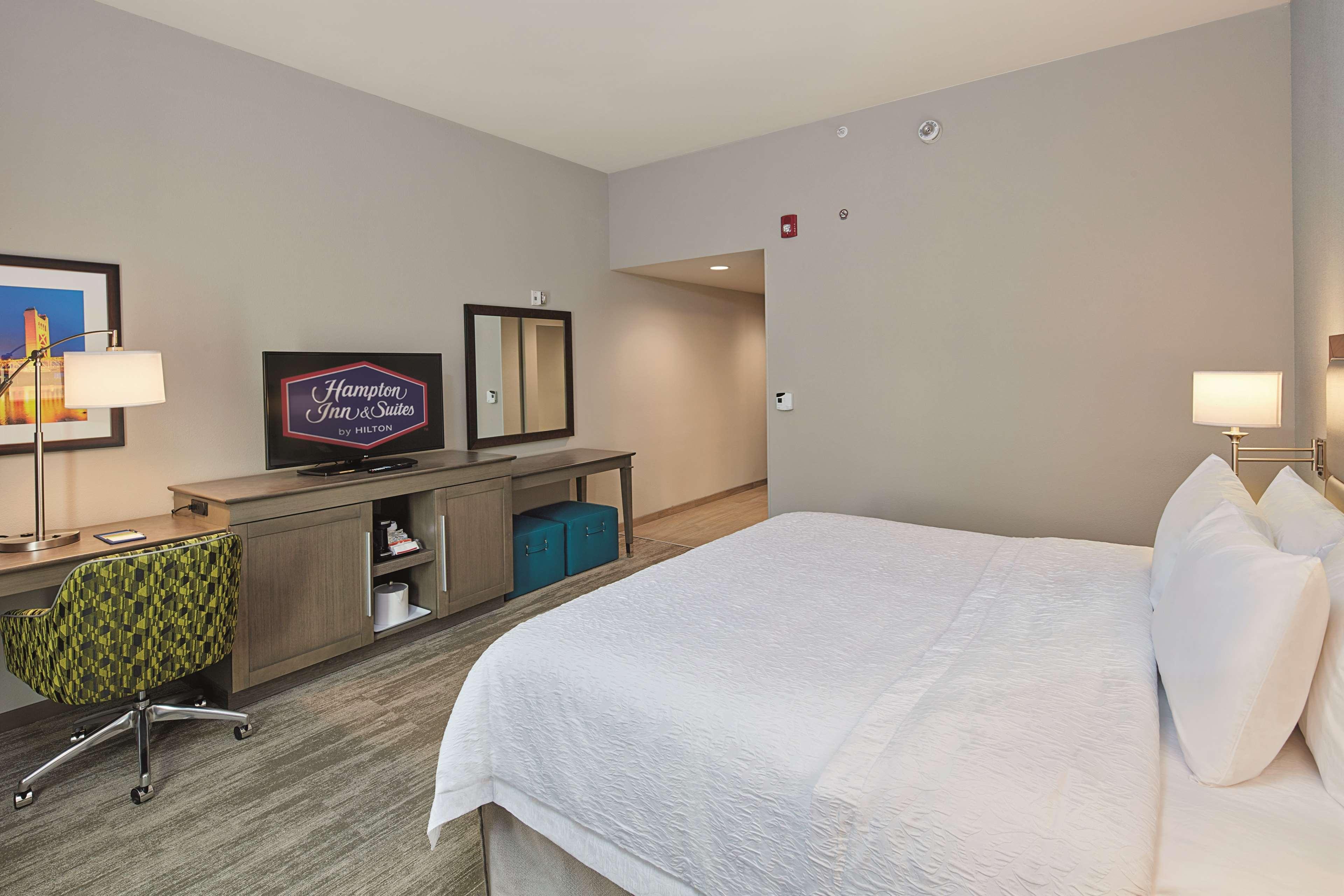 Hampton Inn & Suites Sacramento at CSUS image 33