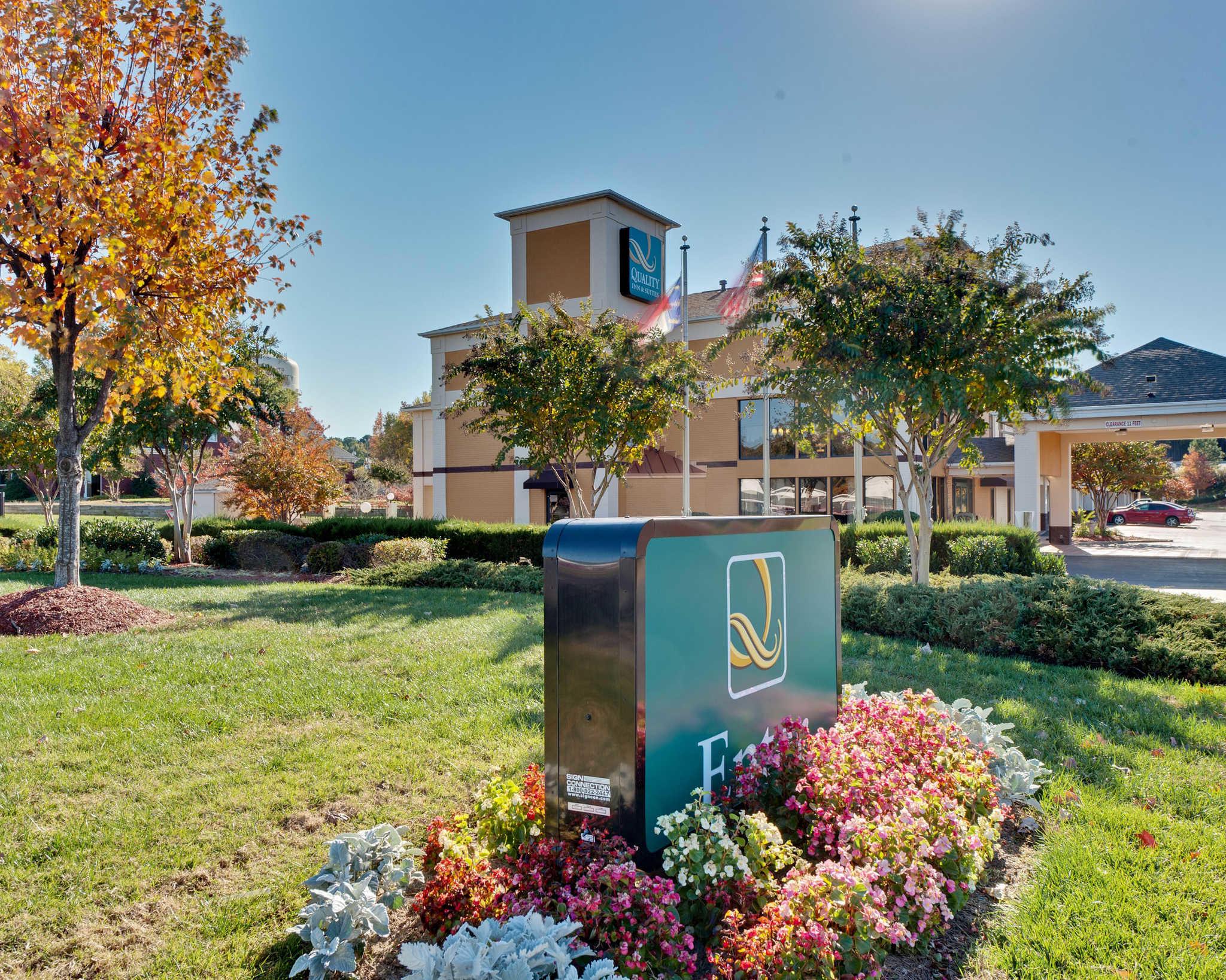 Quality Inn & Suites Matthews - Charlotte image 2
