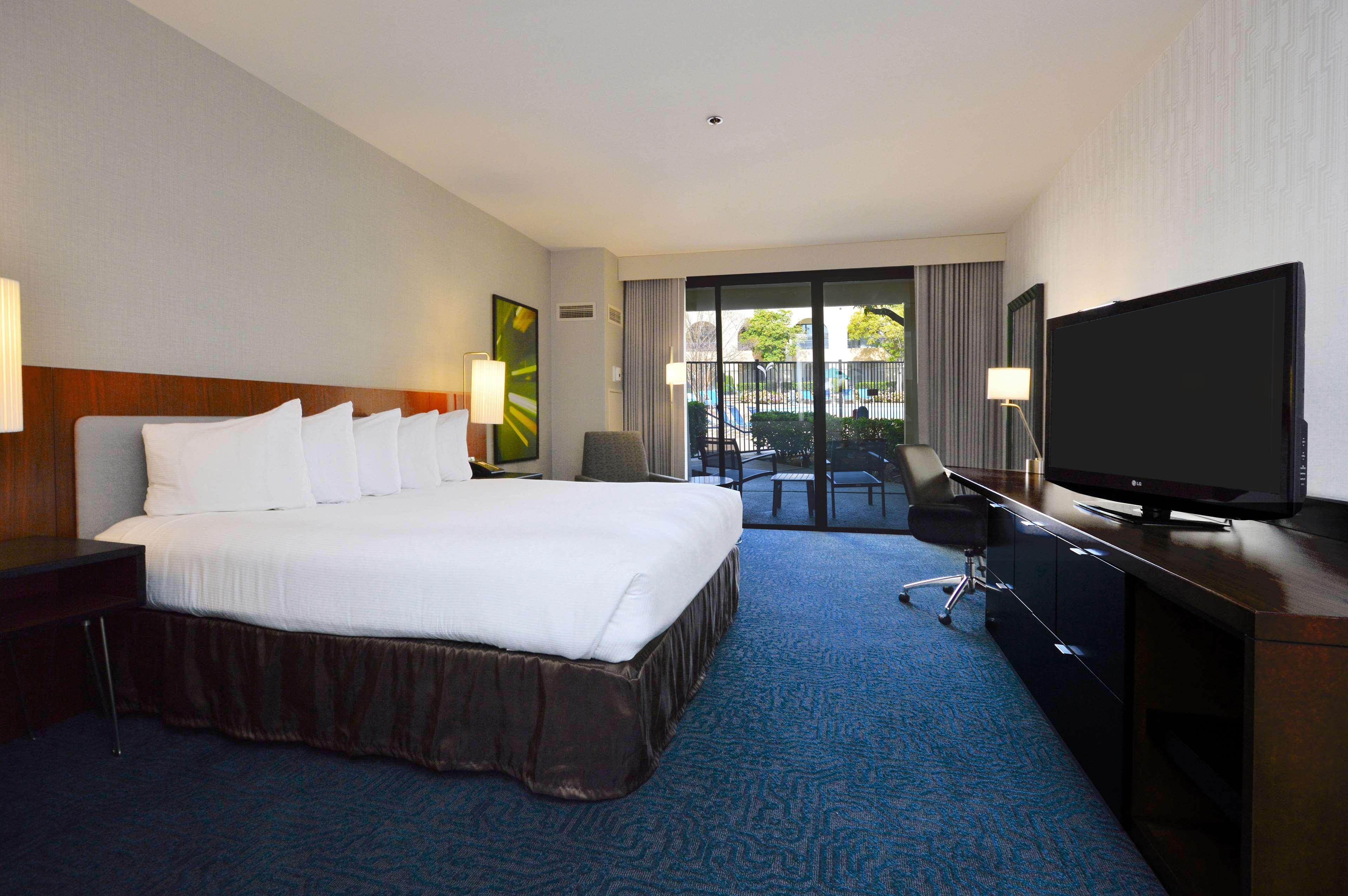 DoubleTree by Hilton Hotel Newark - Fremont image 26