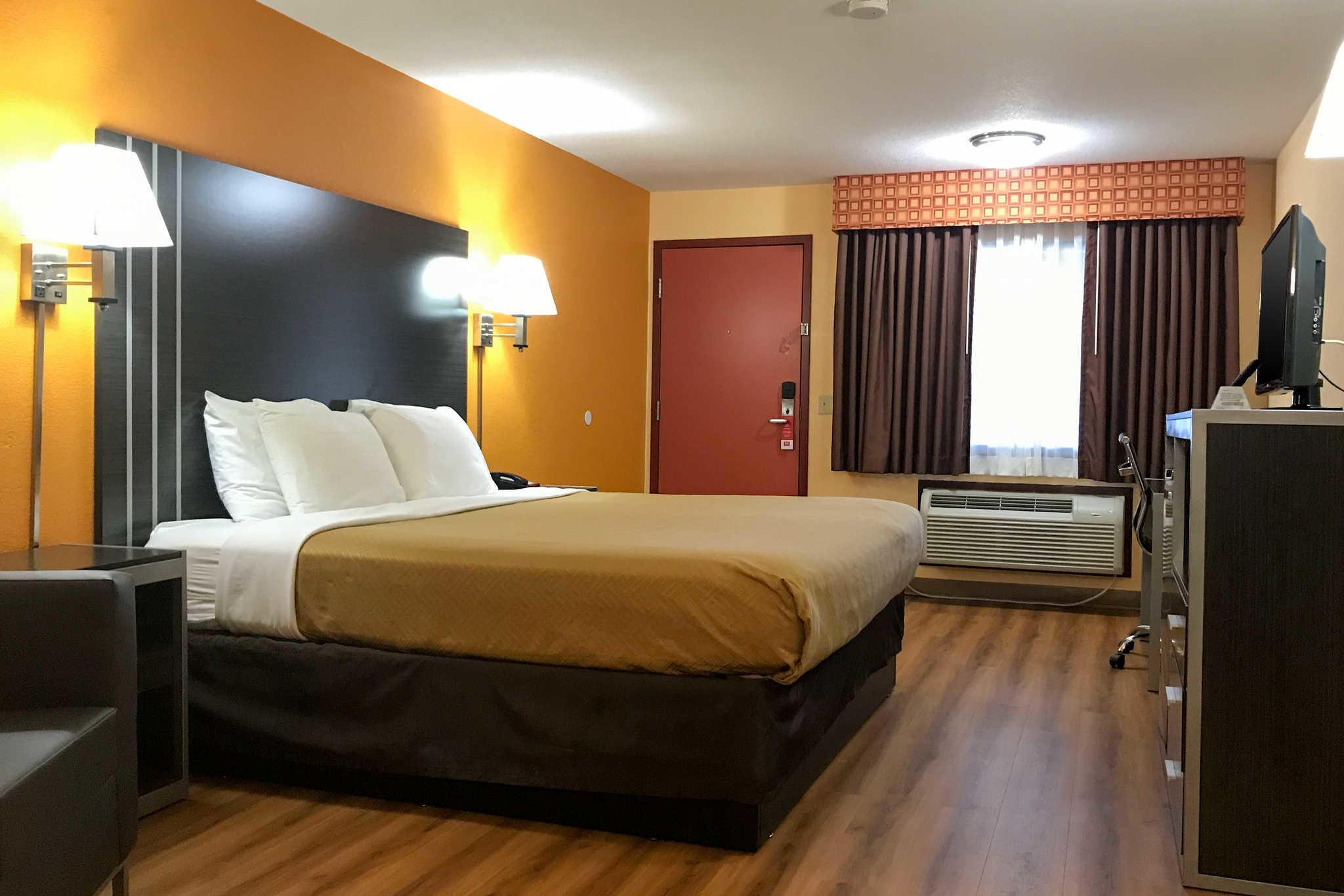 Econo Lodge image 6