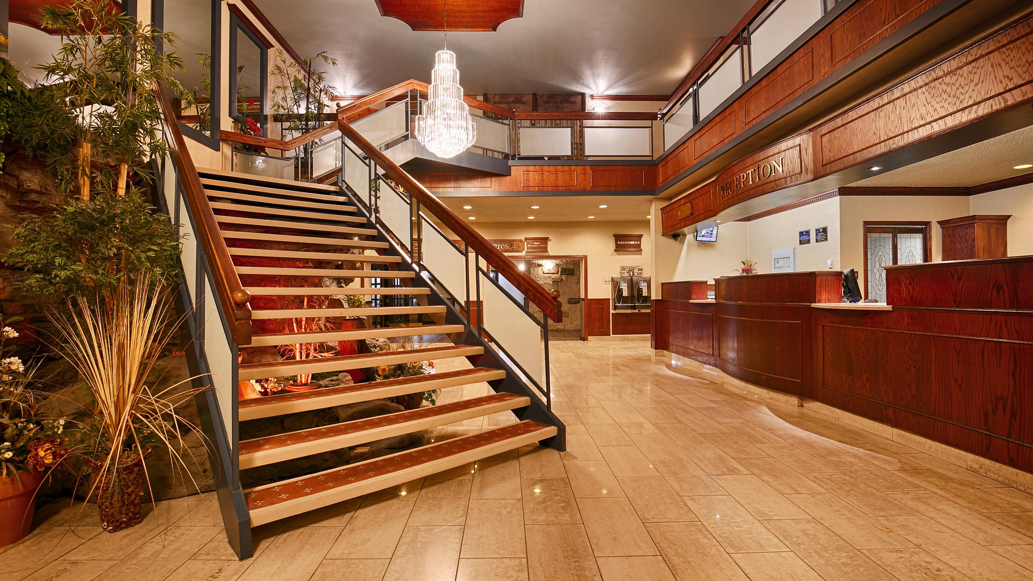 Best Western Hotel Universel Drummondville à Drummondville: Front Desk