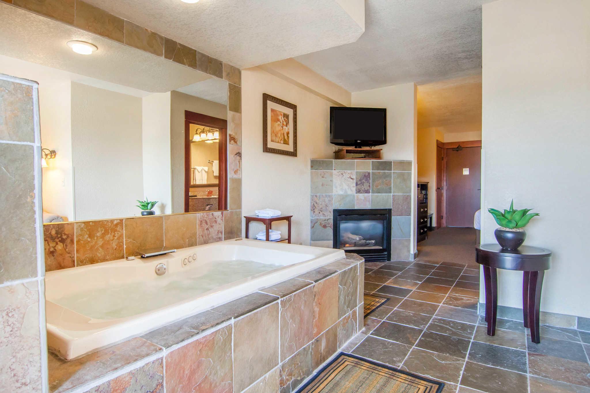 Comfort Inn & Suites image 28