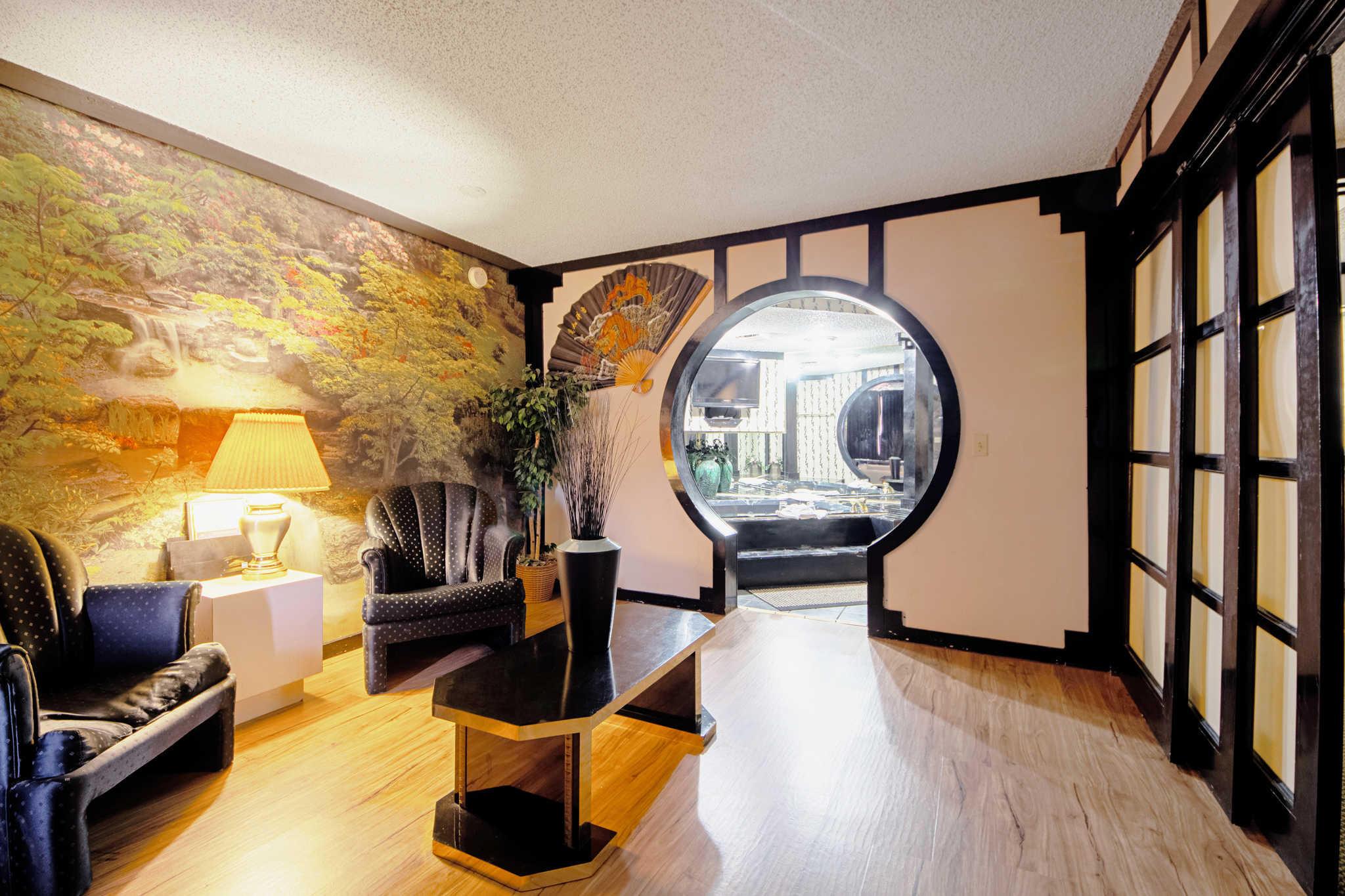 Rodeway Inn & Suites image 46