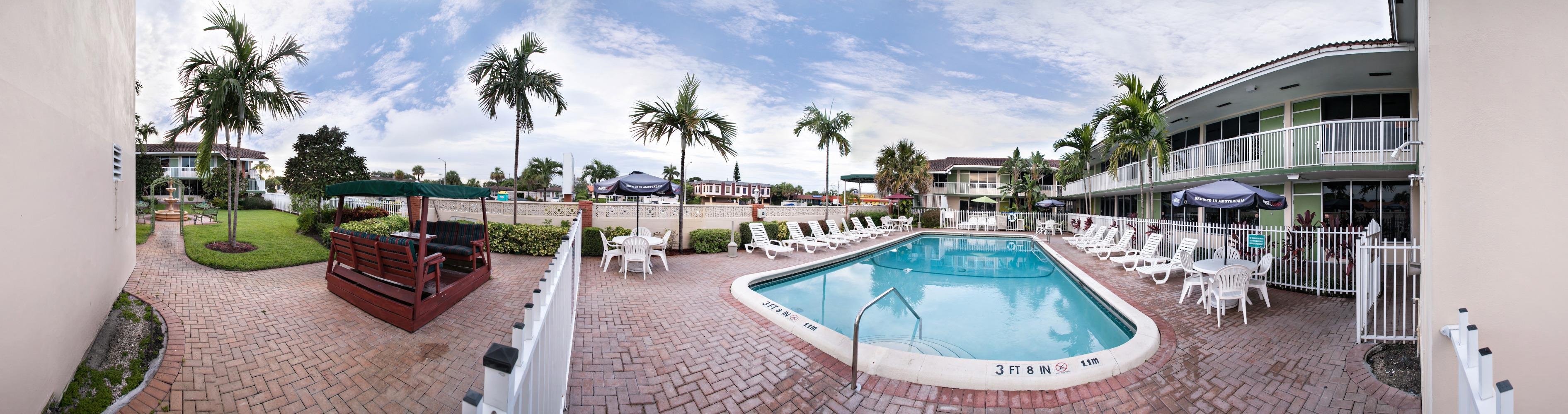 Quality Inn & Suites Hollywood Boulevard Port Everglades Cruise Port Hotel