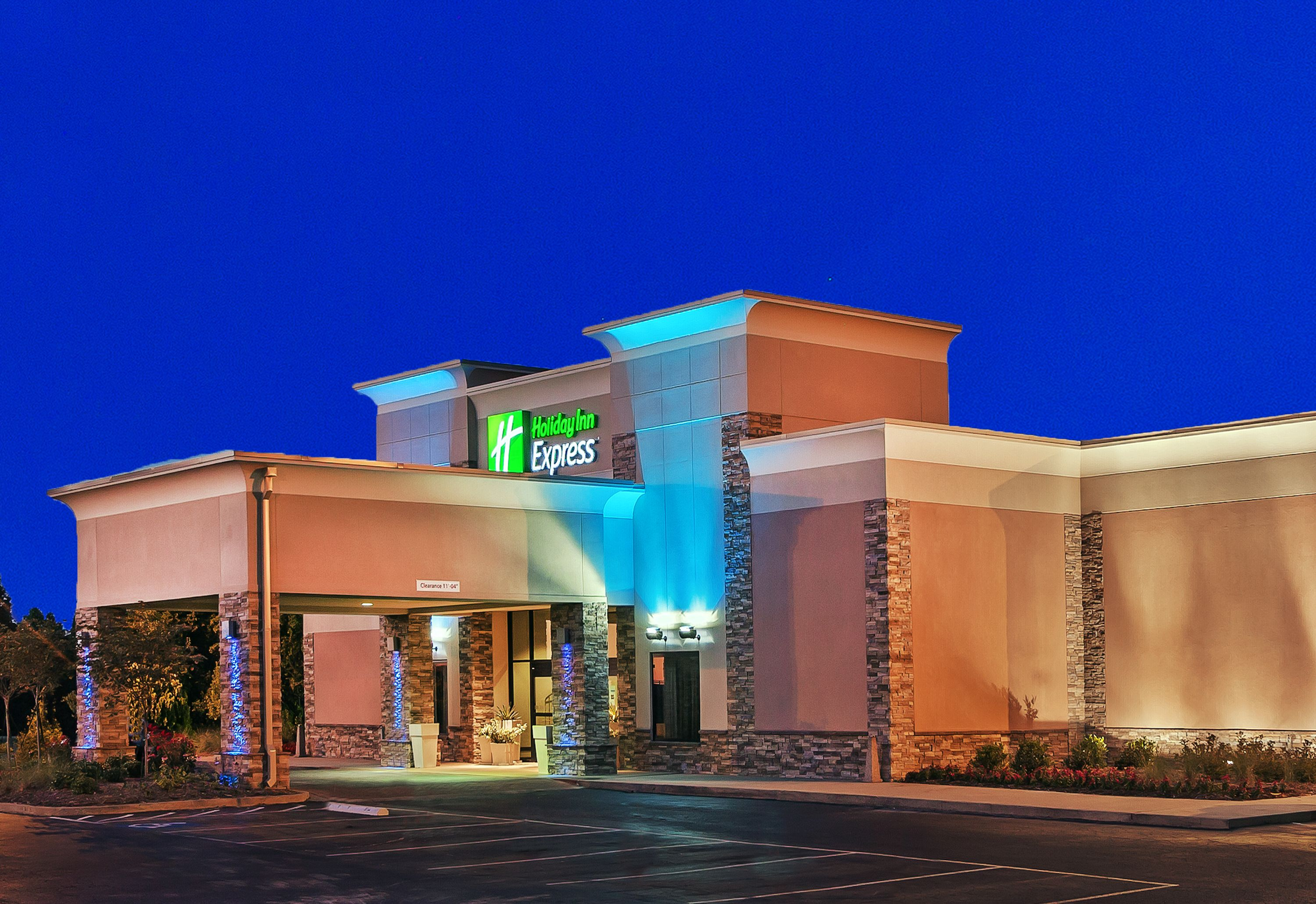 Holiday Inn Express & Suites Lincoln-Roseville Area image 5
