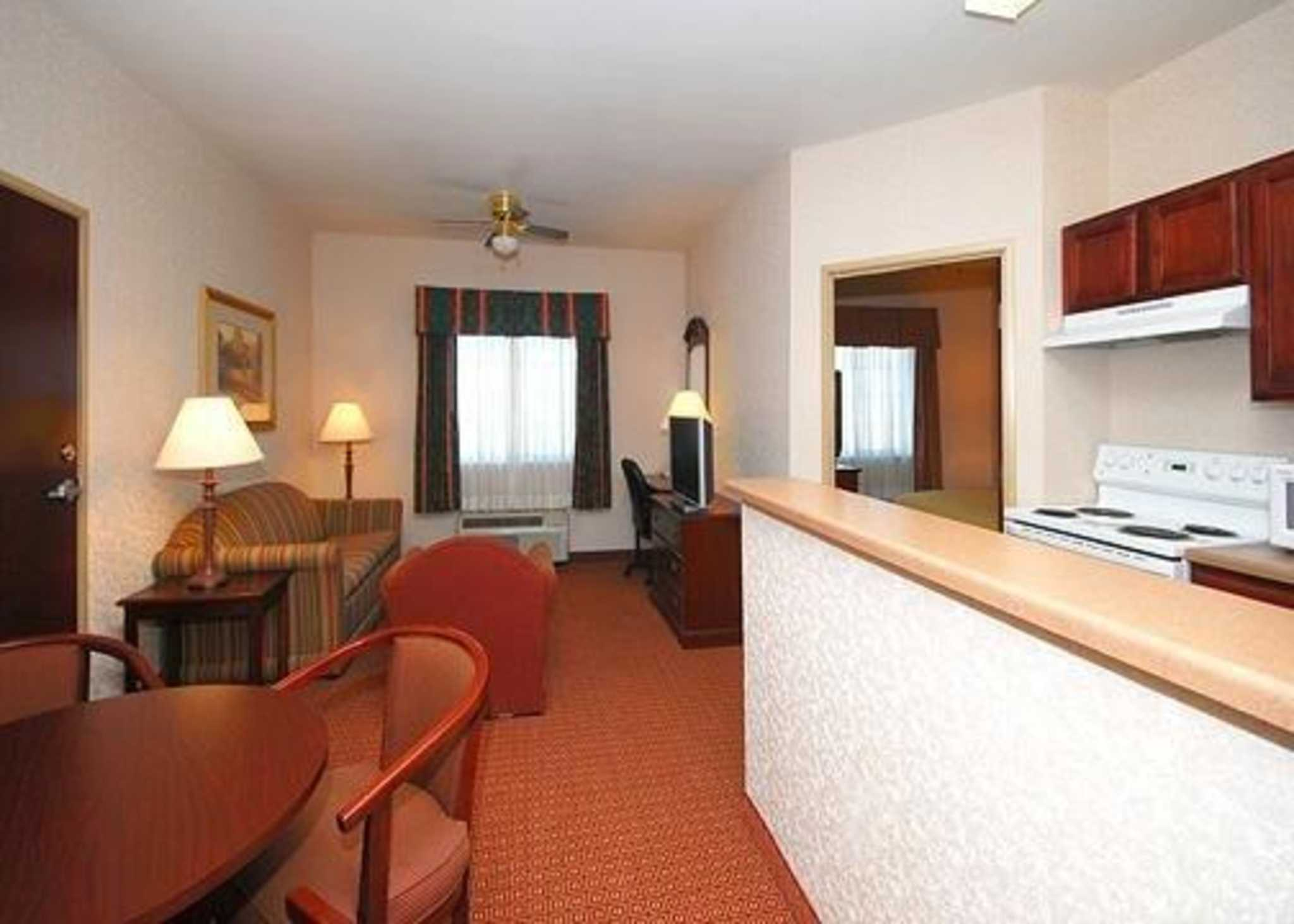 Quality Inn Amp Suites Near University At 2410 South New