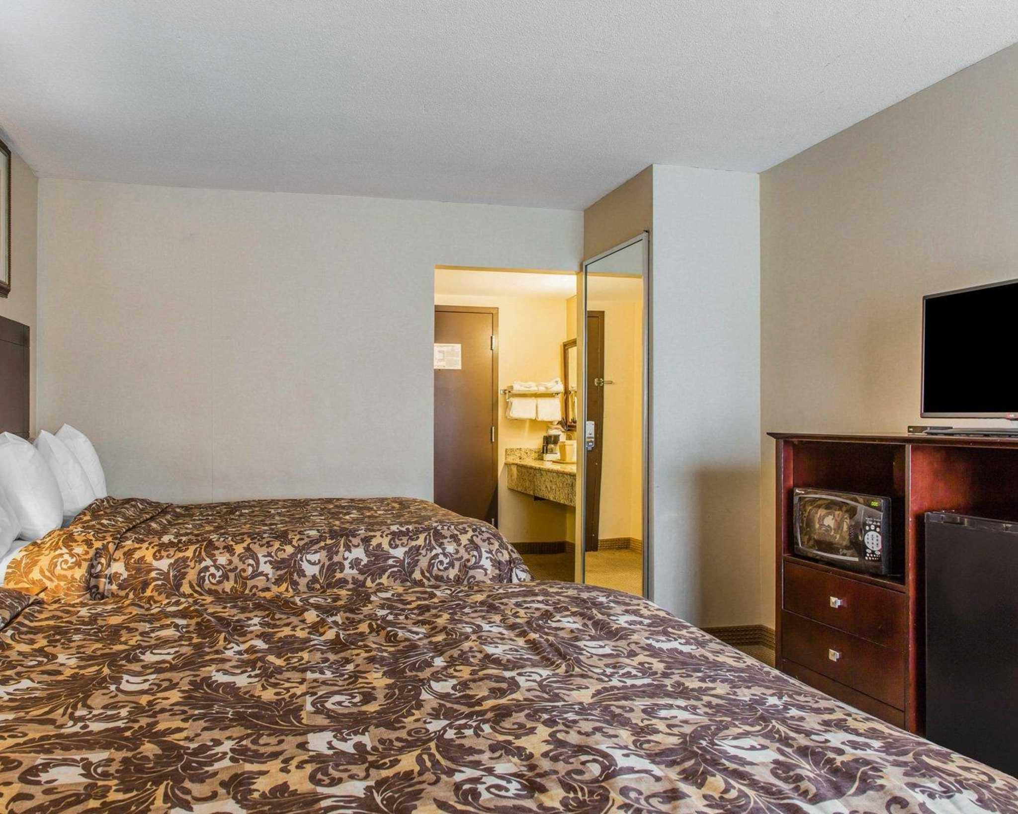 Rodeway Inn & Suites Bradley Airport image 28