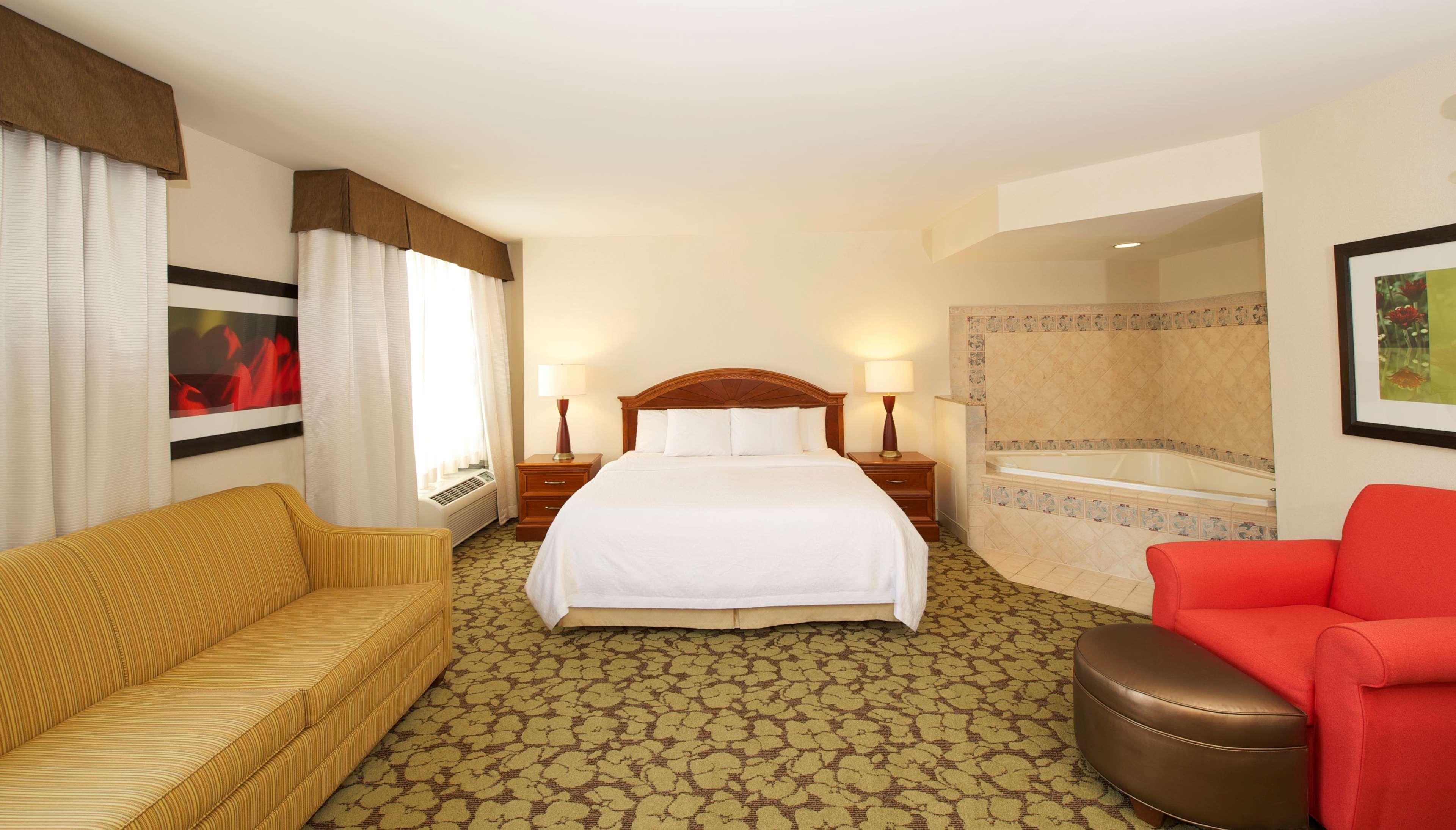 Hilton Garden Inn Virginia Beach Town Center image 8