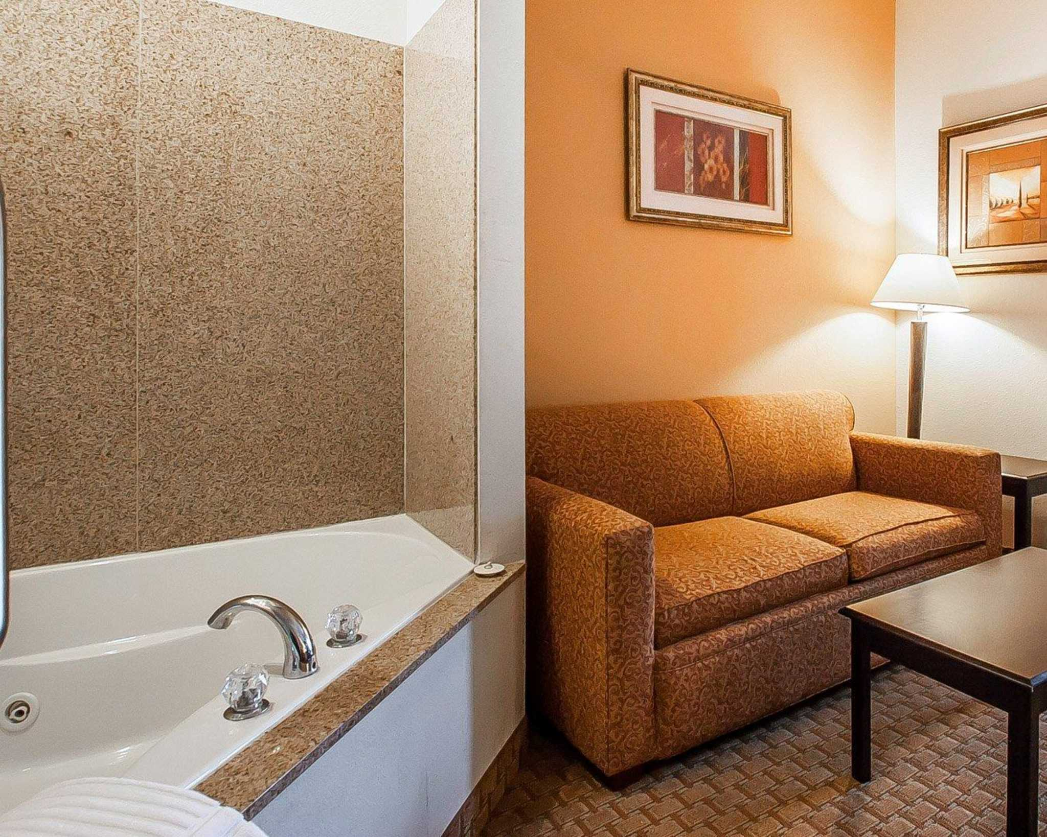 Comfort Suites Jackson-Cape Girardeau image 6