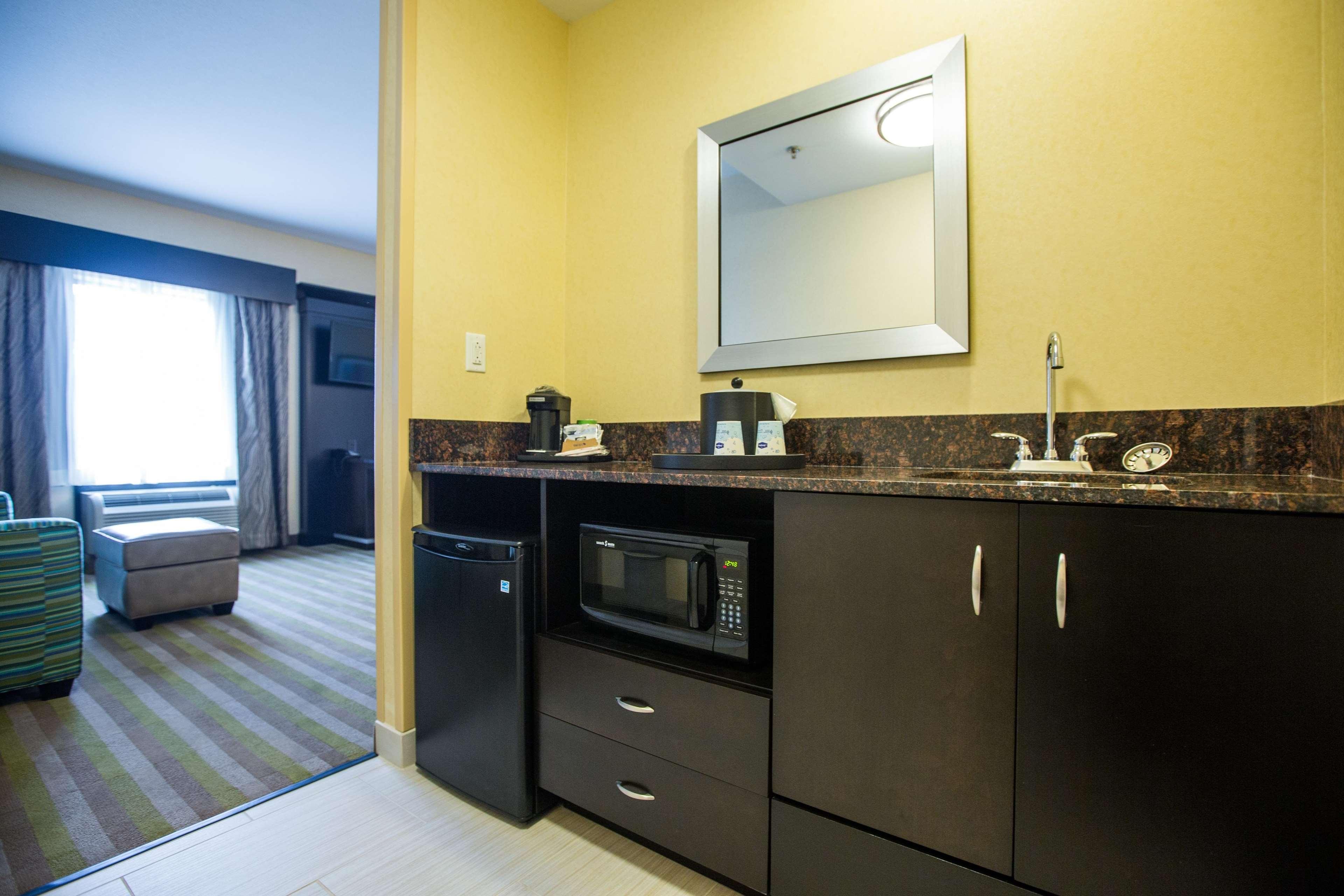 Hampton Inn & Suites Toledo/Westgate image 13