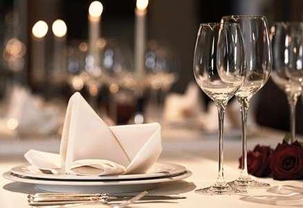 An jedem ersten Samstag des Monats öffnen wir abends unser Restaurant Belvedere für Sie zum Sky-Dinner. Ab 19:00 heißen wir Sie herzlich willkommen. Genießen Sie unter glitzernden Sternen und der funkelnden Aachener Kulisse bei Nacht einen wunderbaren Abe