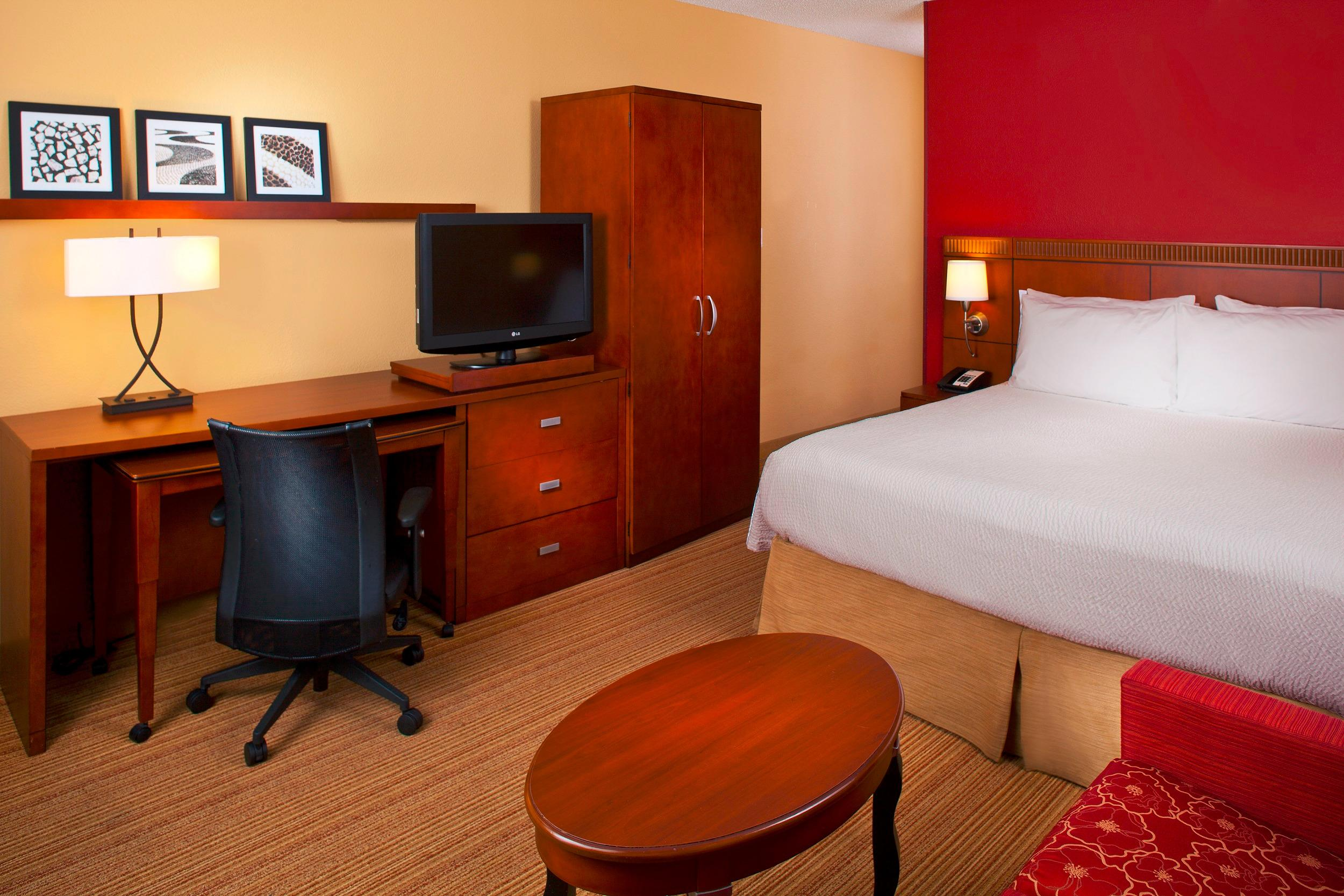 Courtyard by Marriott Miami Lakes image 13